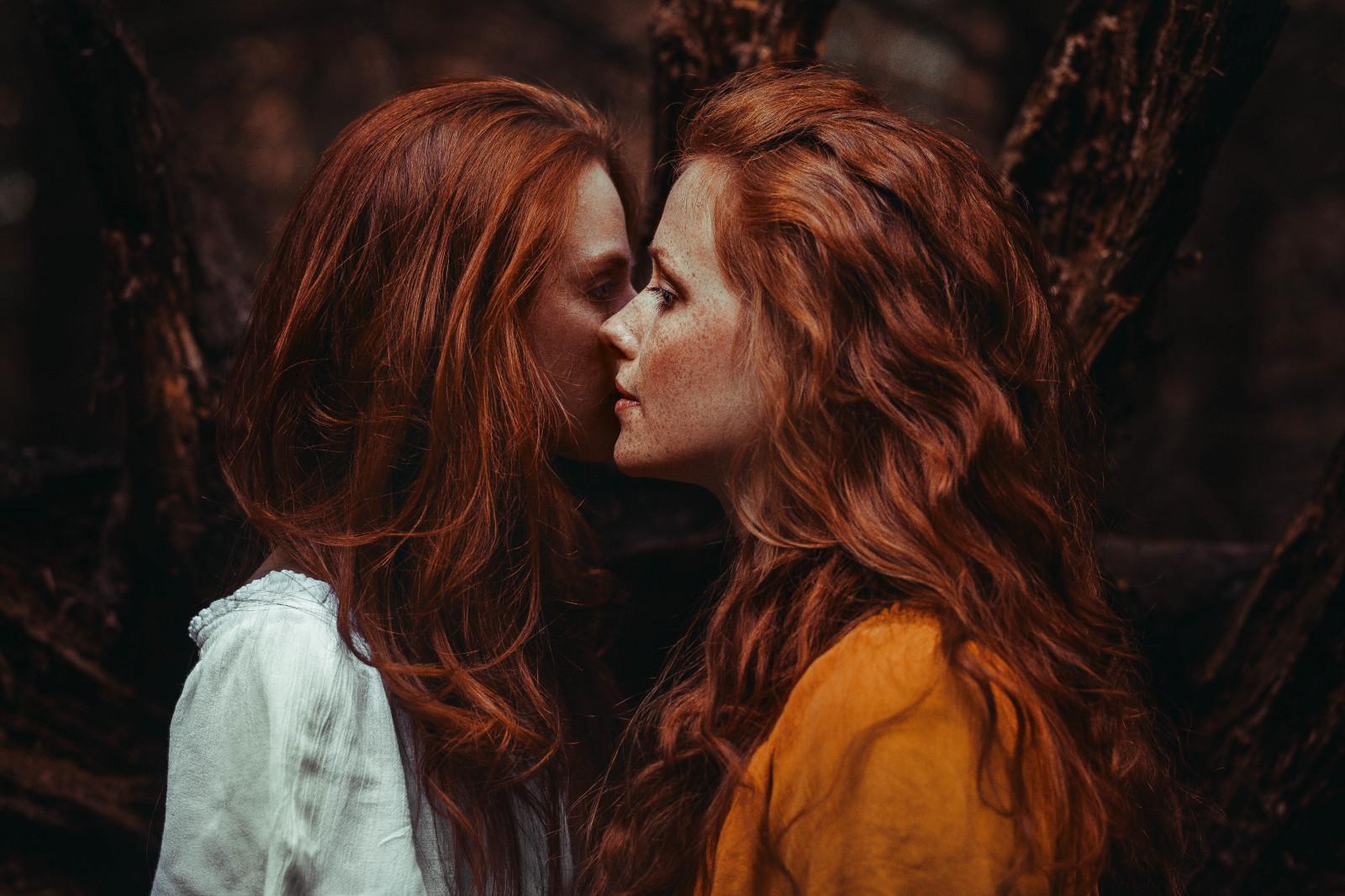 рыжие девушки целуются видео - 14