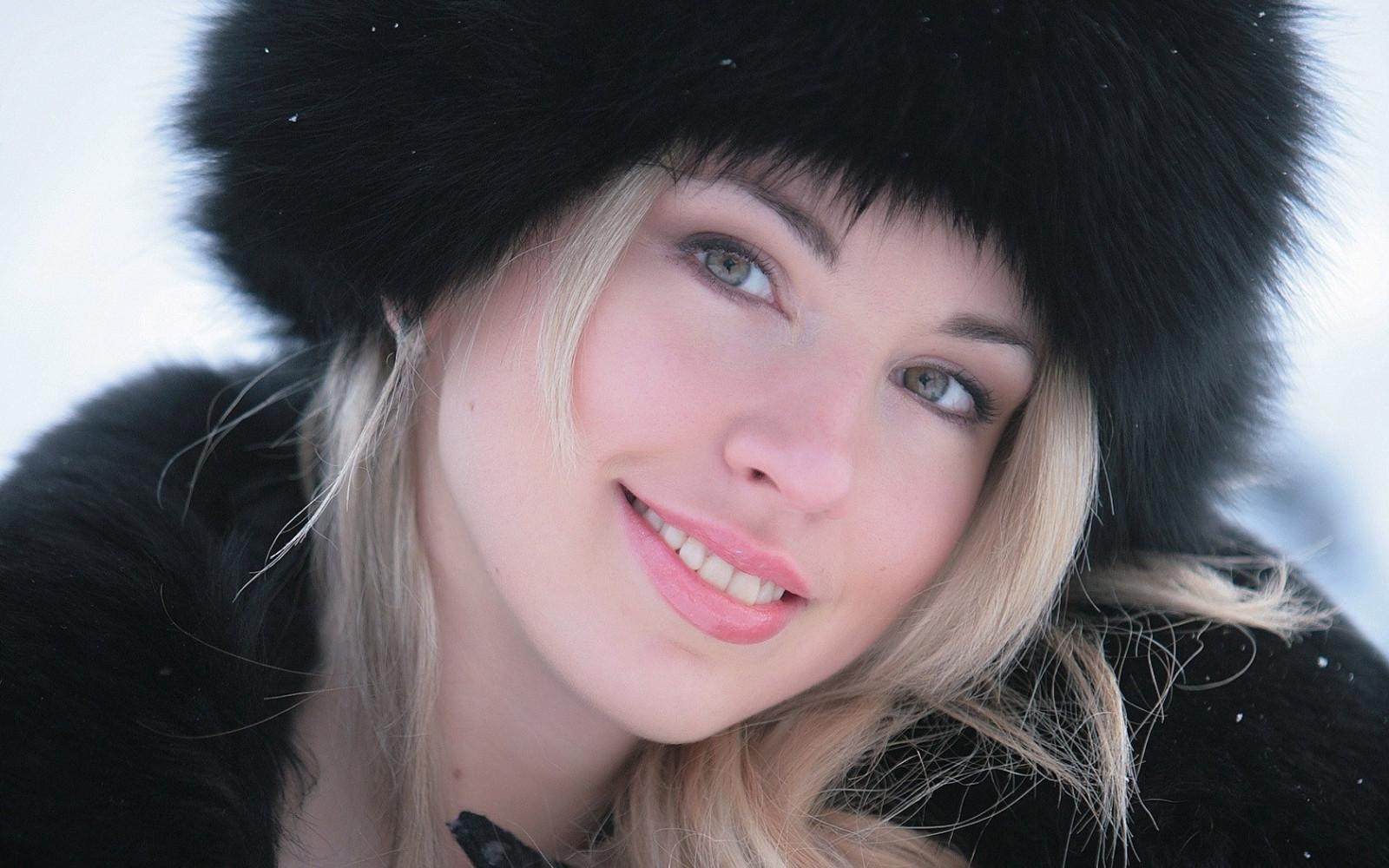 fond d 39 cran visage noir femmes maquette portrait blond yeux verts cheveux noirs mode. Black Bedroom Furniture Sets. Home Design Ideas
