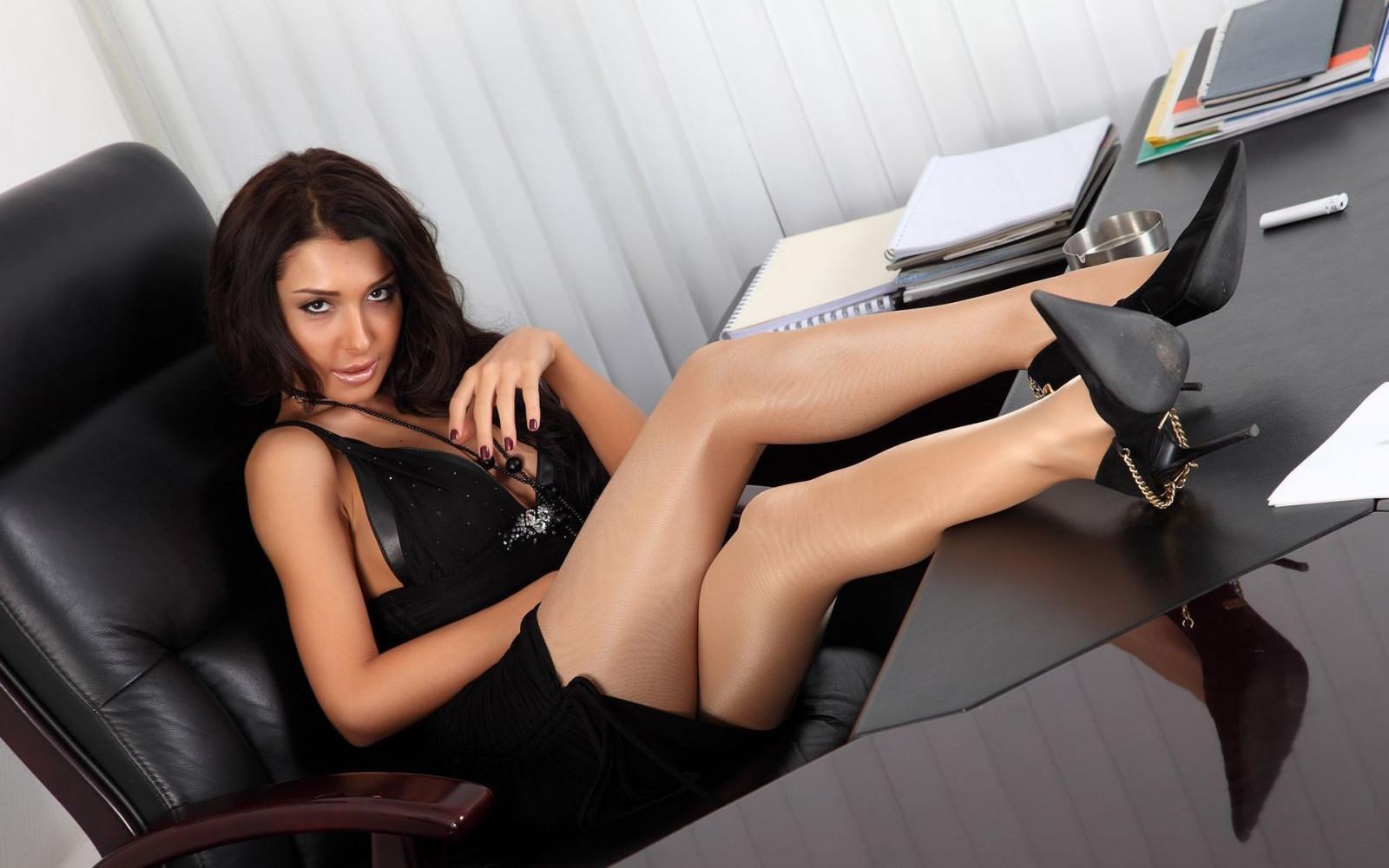 krasotki-v-ofise