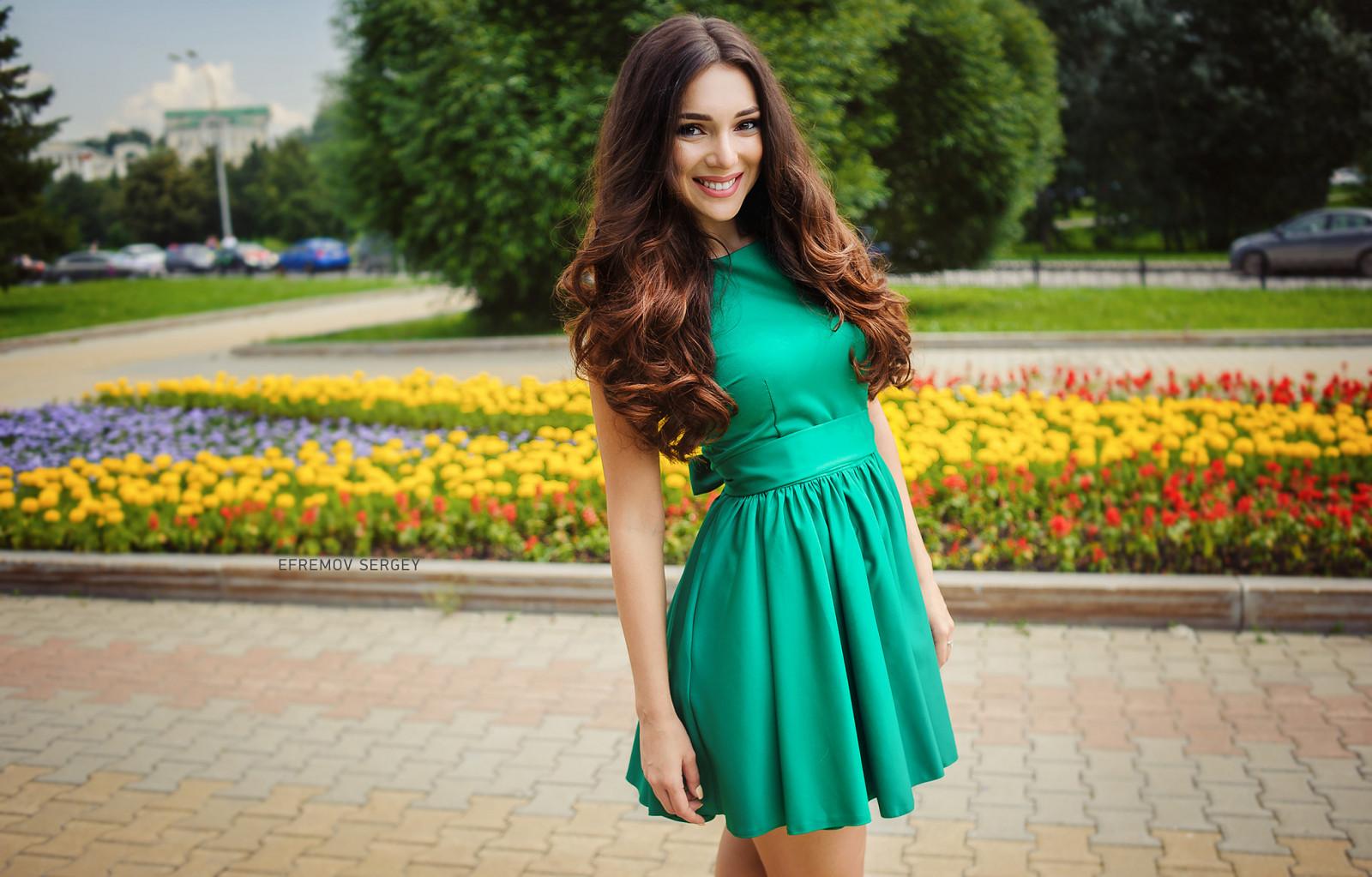 многом красивые брюнетки в зеленых платьях коротких фотки ещё ебут нас