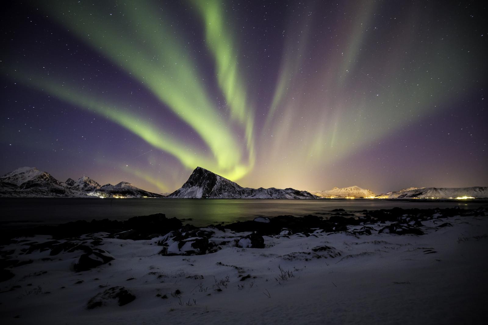 Sfondi paesaggio montagne notte natura cielo la for Sfondi aurora boreale
