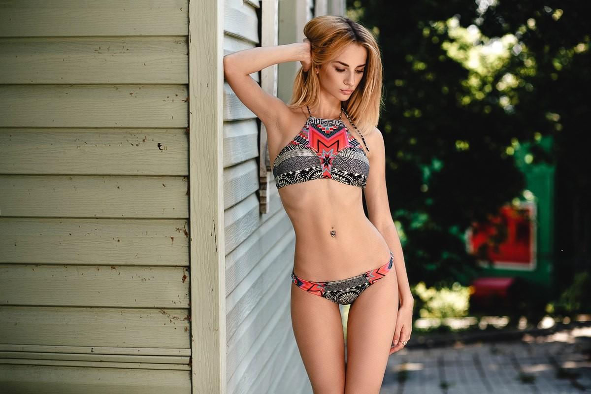 skinny blondine bikini