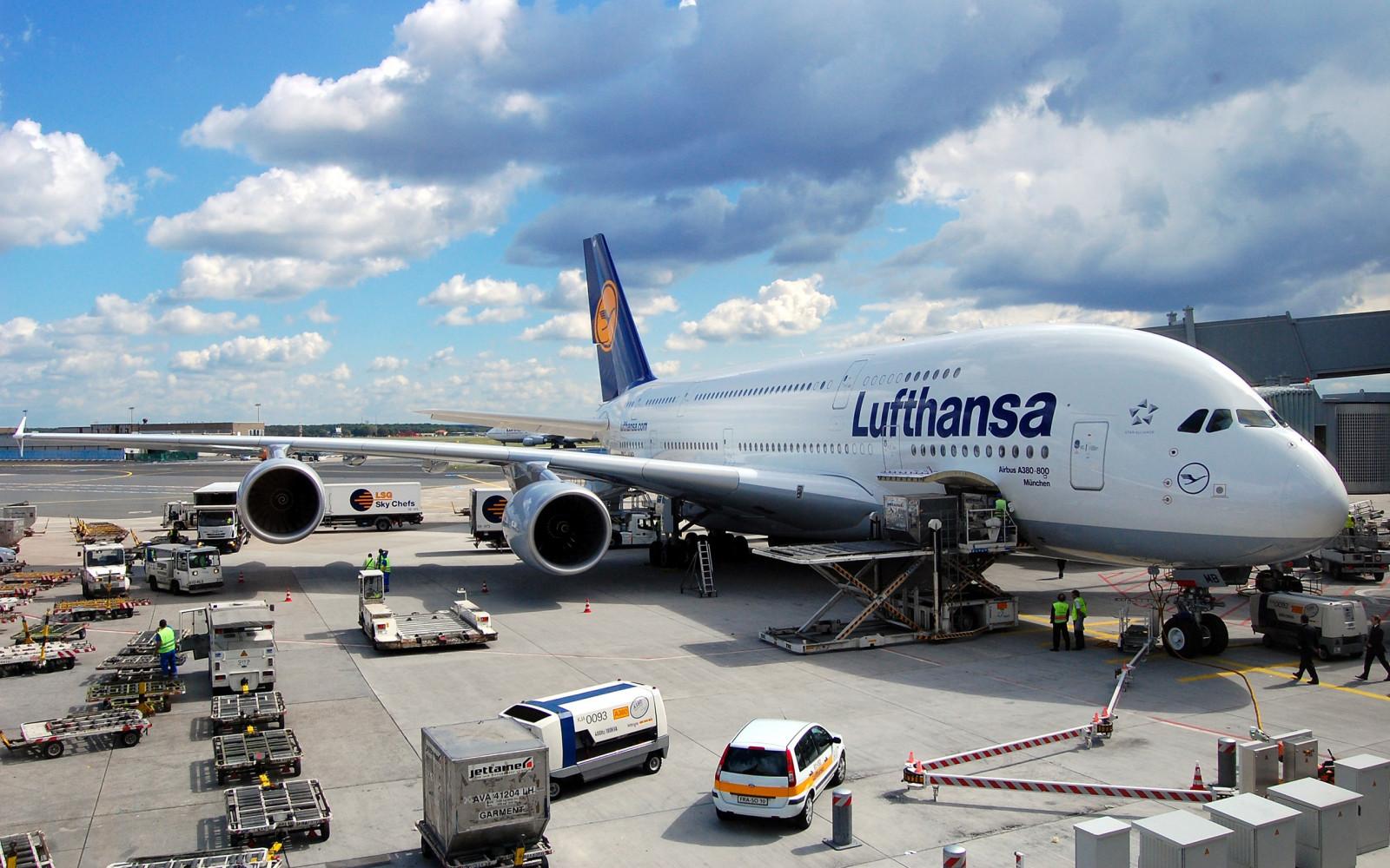 благословит фото огромных аэробусов крупным планом в аэропорту сюда накатали такое
