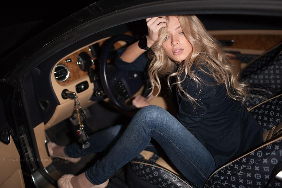 фото красивых девушек блондинок в авто фото минет