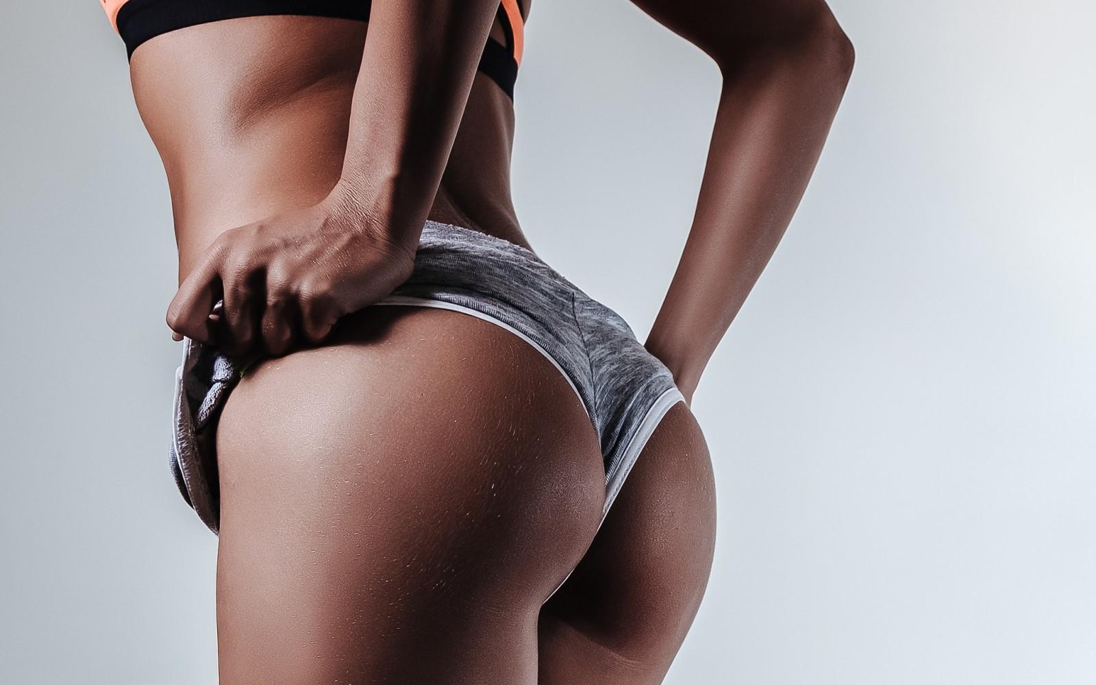 Видео фото красивых дамских ягодиц джеймс порно