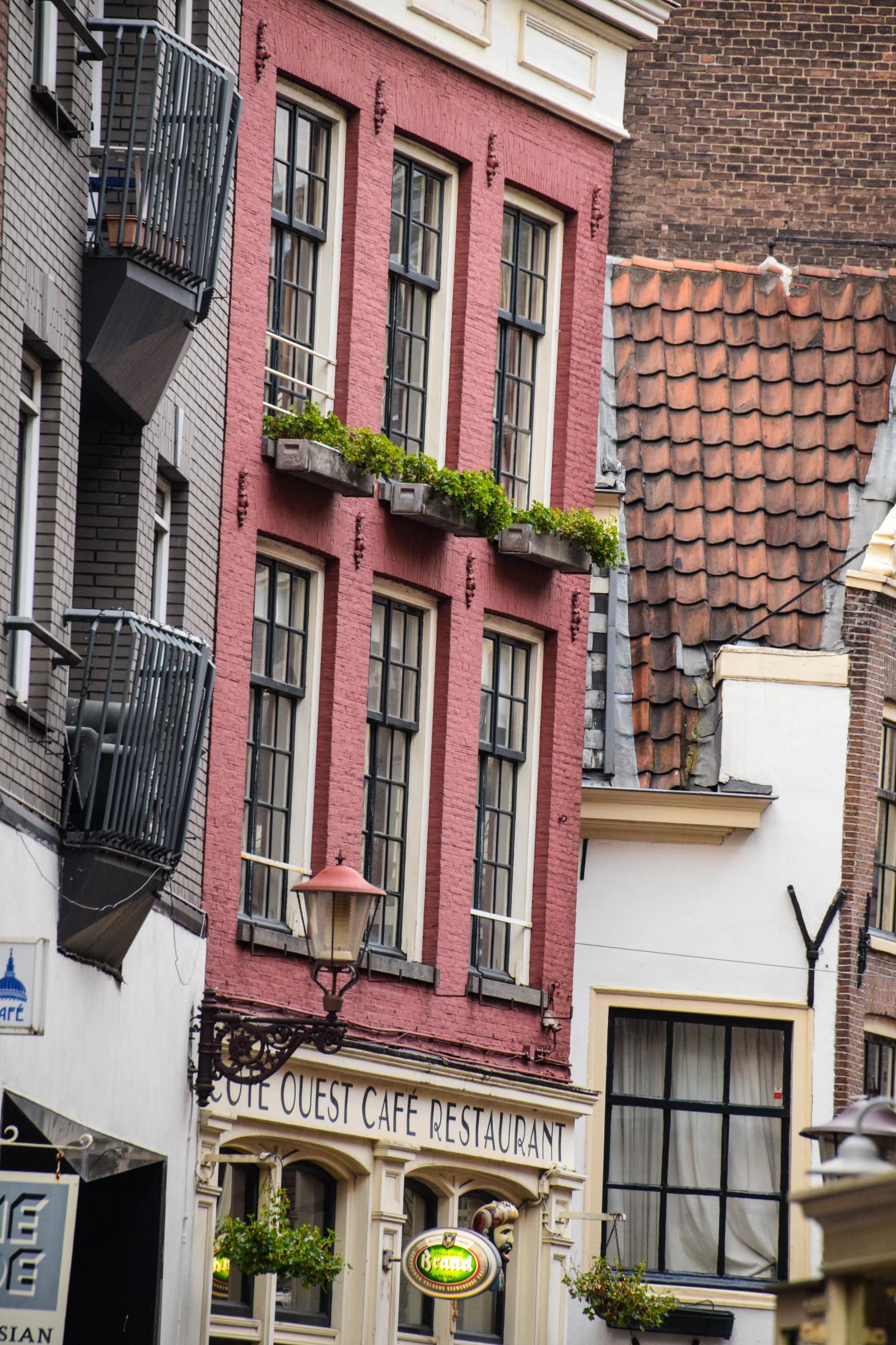 hintergrundbilder menschen fenster stadt stra e die architektur geb ude haus balkon. Black Bedroom Furniture Sets. Home Design Ideas
