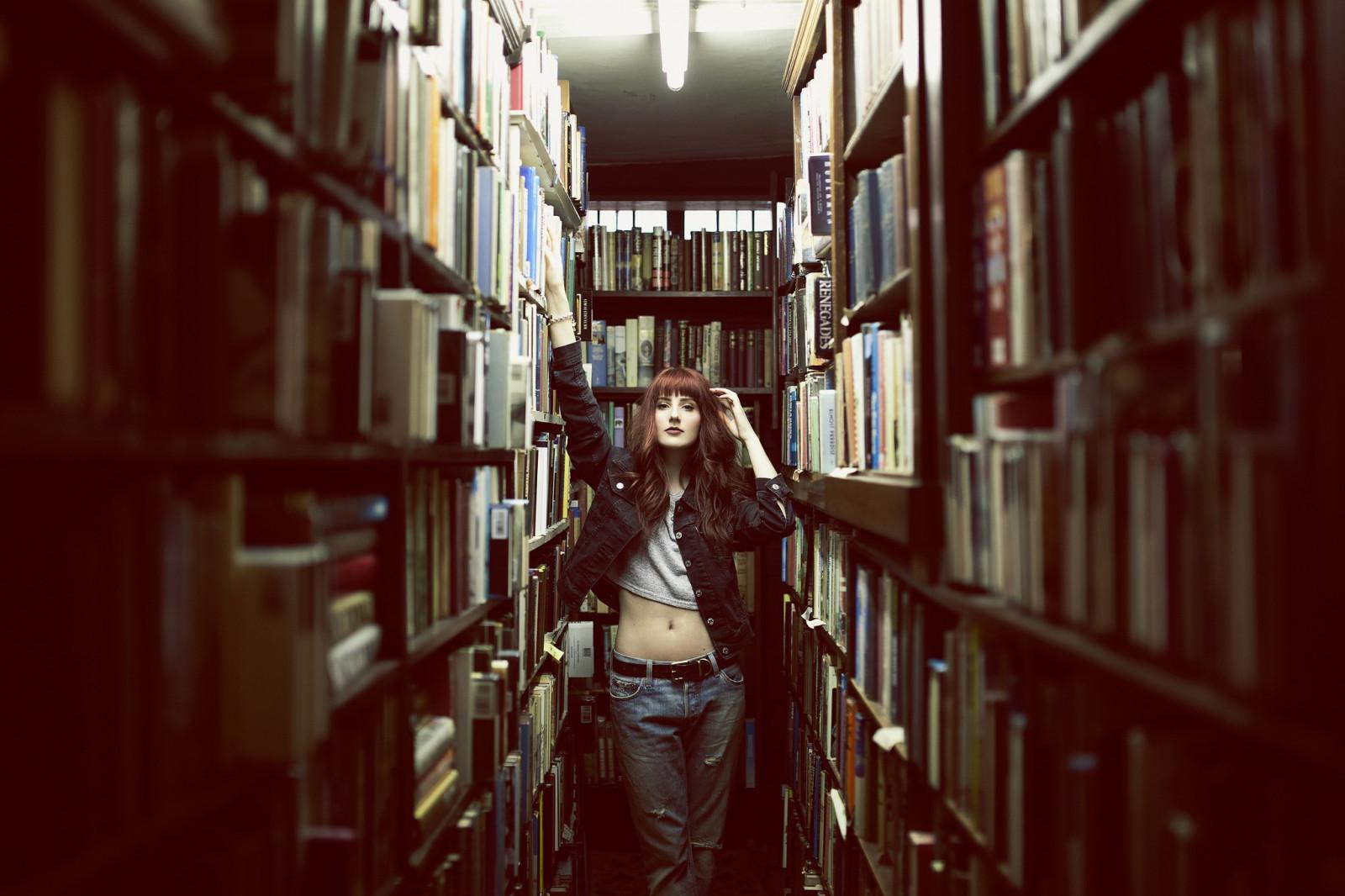 Съем девушки в библиотеке, настоящие оргазмы на видео