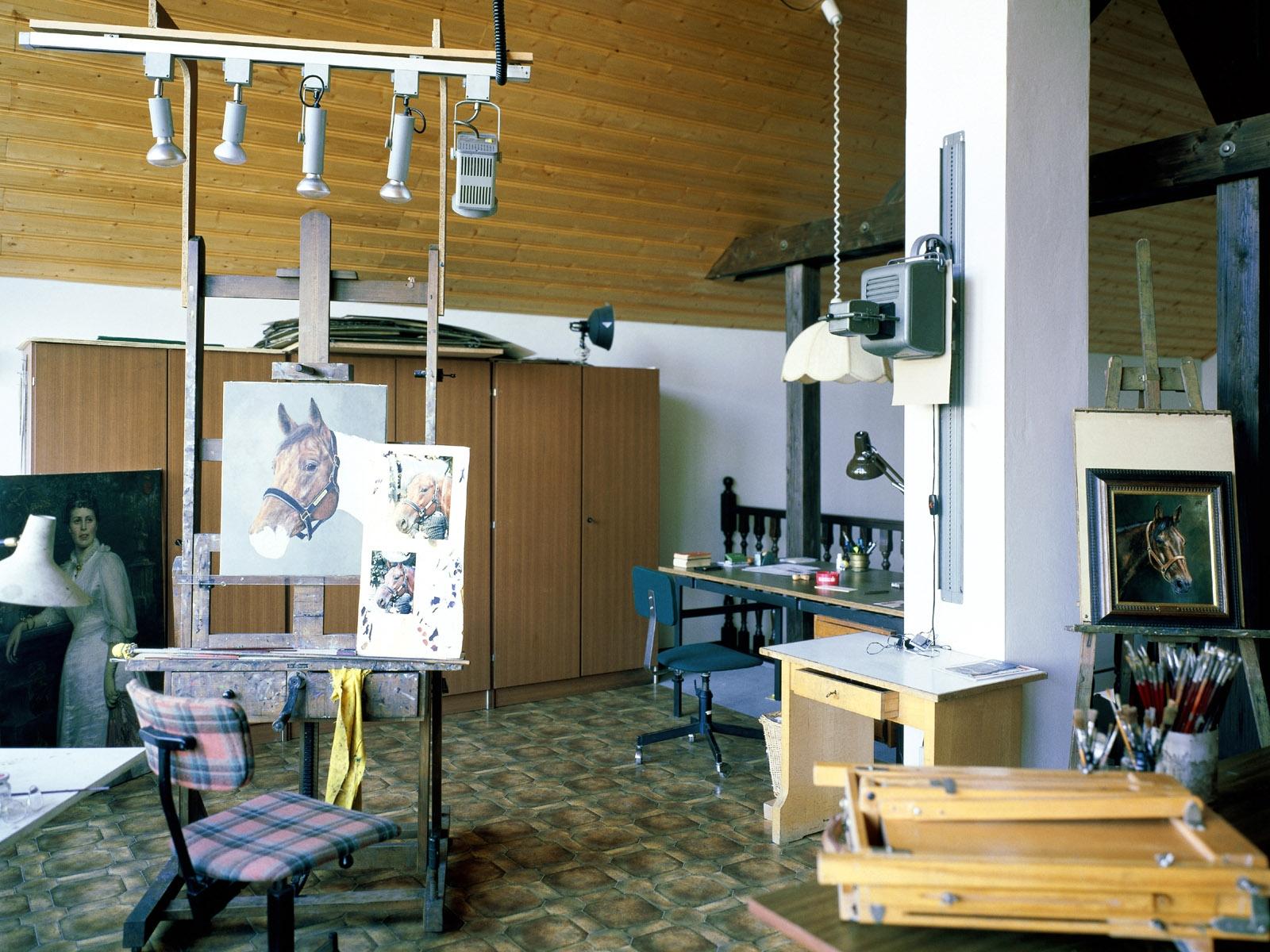 Интерьер комнаты художника фото