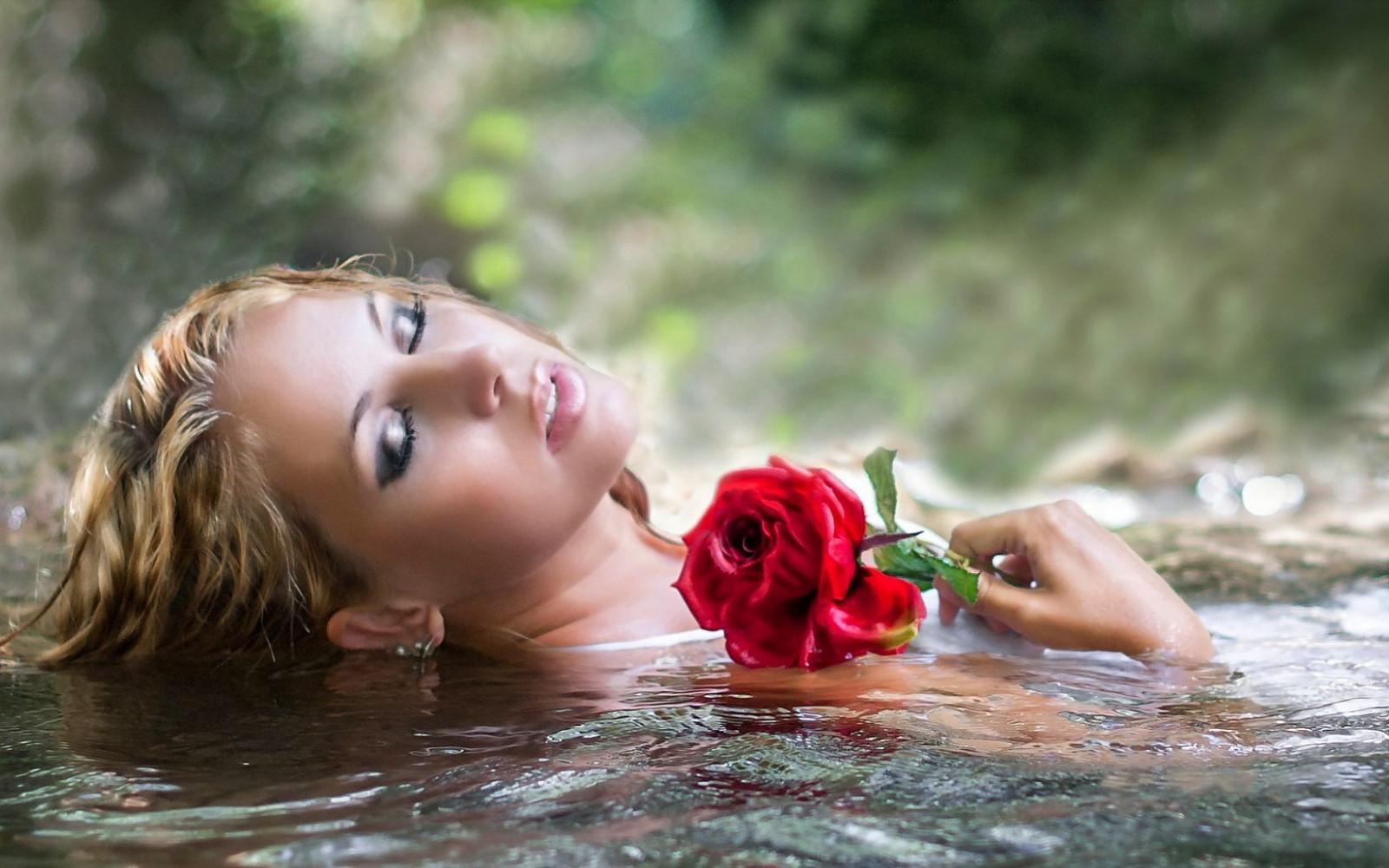 Wallpaper : face, women, model, portrait, blonde, flowers