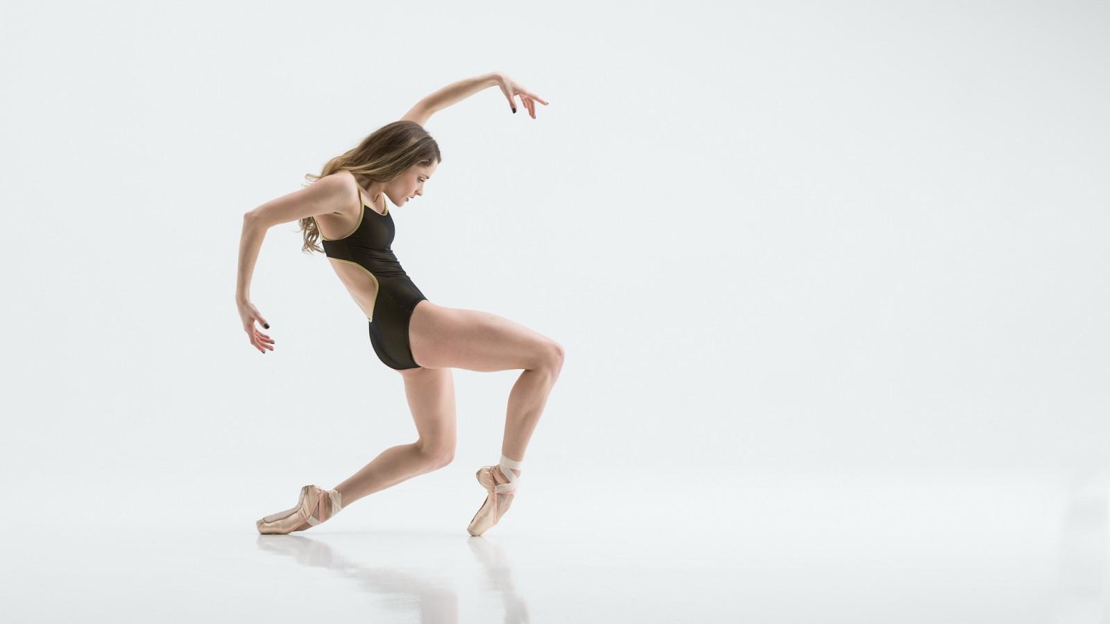 Wallpaper : women, dancer, flexible, simple background, ballet slippers 2048x1152 ...