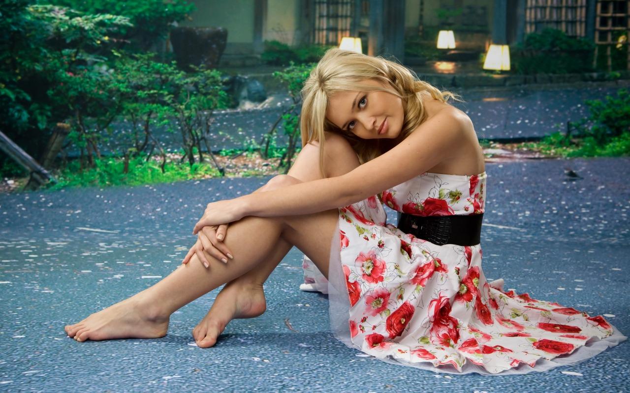 Hintergrundbilder : Frau, lange Haare, barfuß, blond