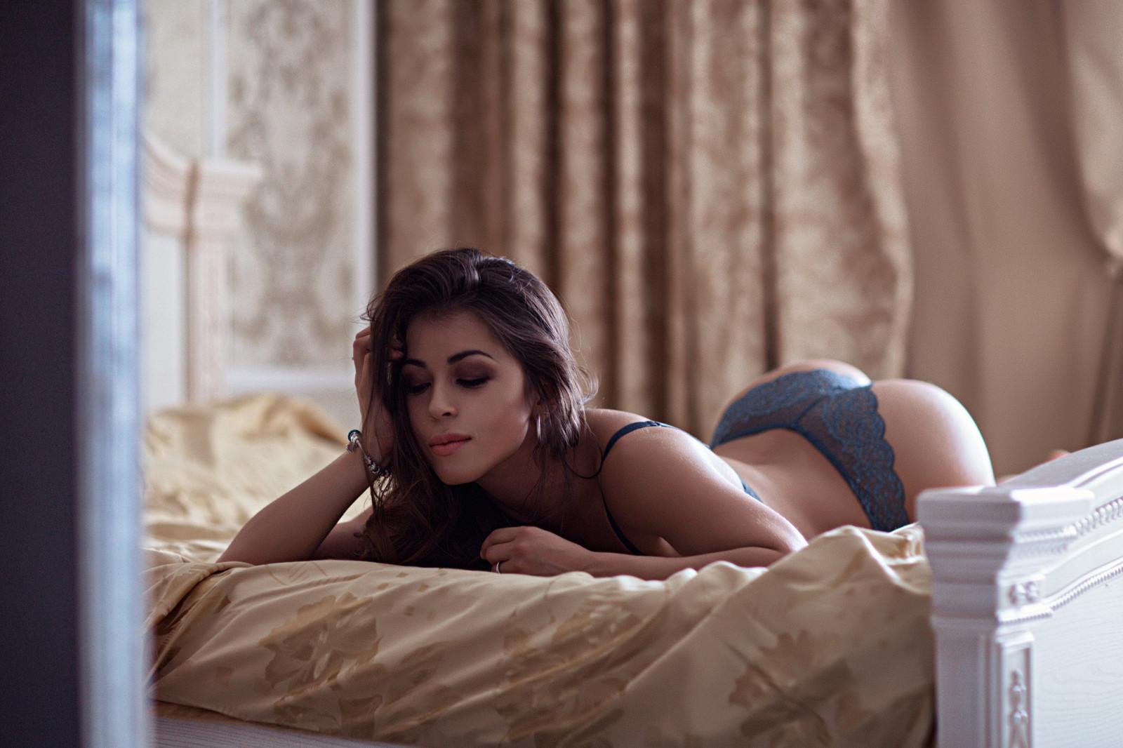 Сексуальная брюнетка принесет хорошее настроение, порно русские старшие девки