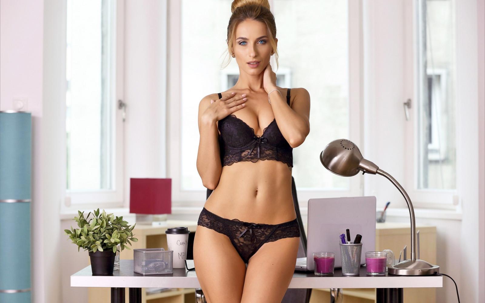 Красивая девушка снимает себя белье, порно большие попки большие ягодицы смотреть онлайн