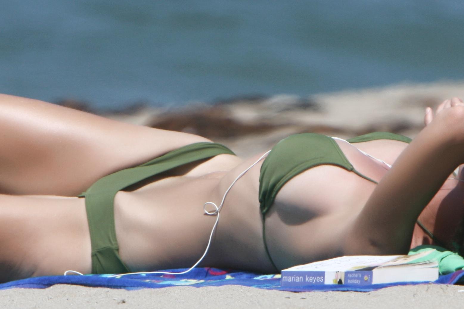 Girl photo bikini oops — photo 3
