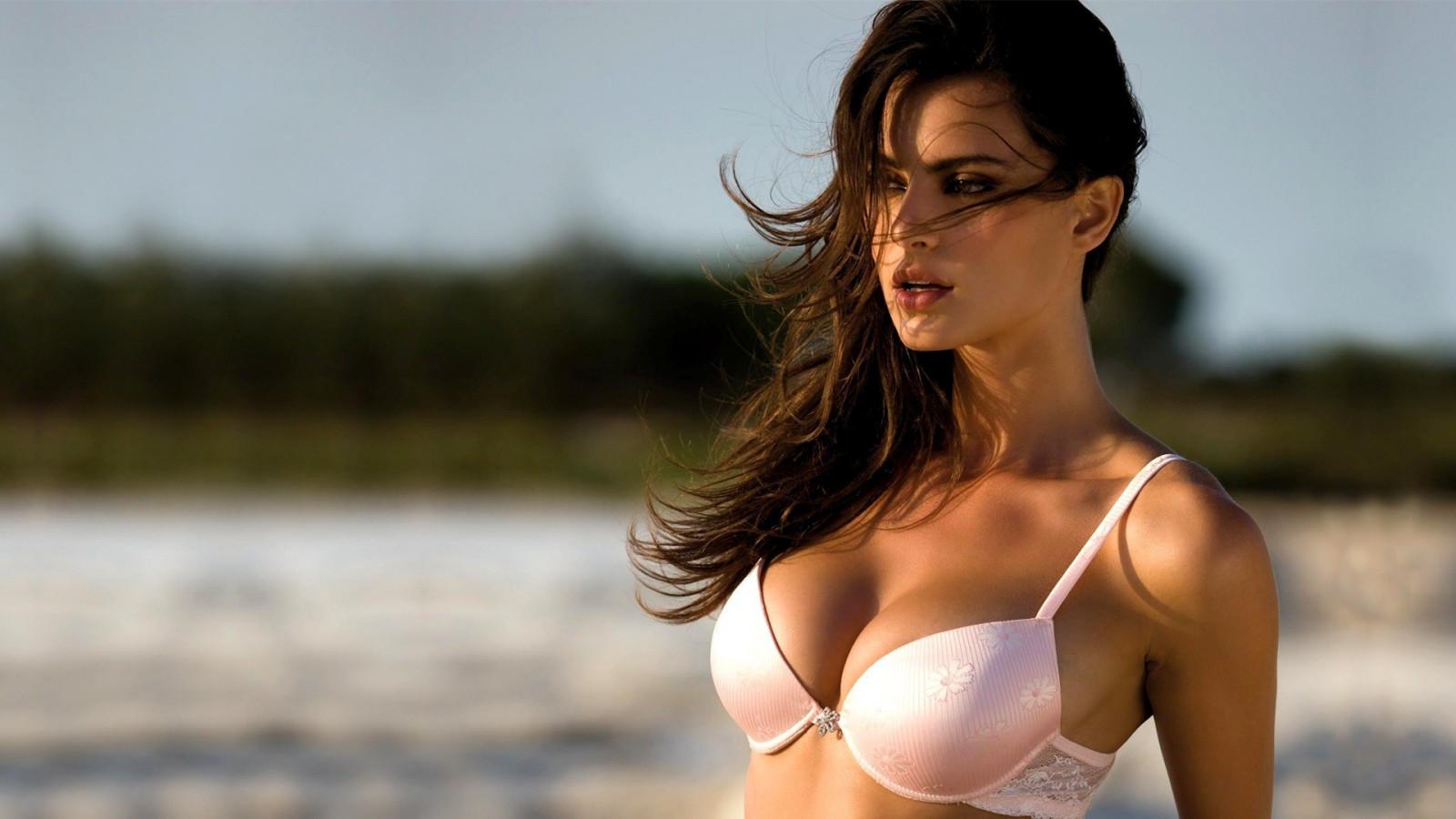 Самая красивая большие груди в мире фото ролик