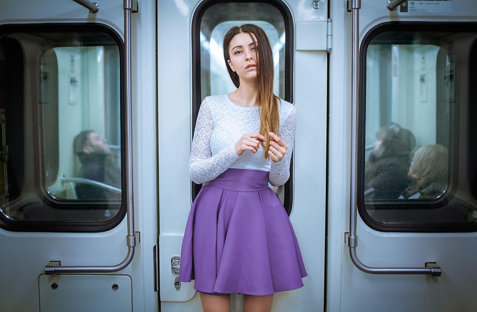 Ролики девушки в легком платье в метро, самые эротичные порно звезды