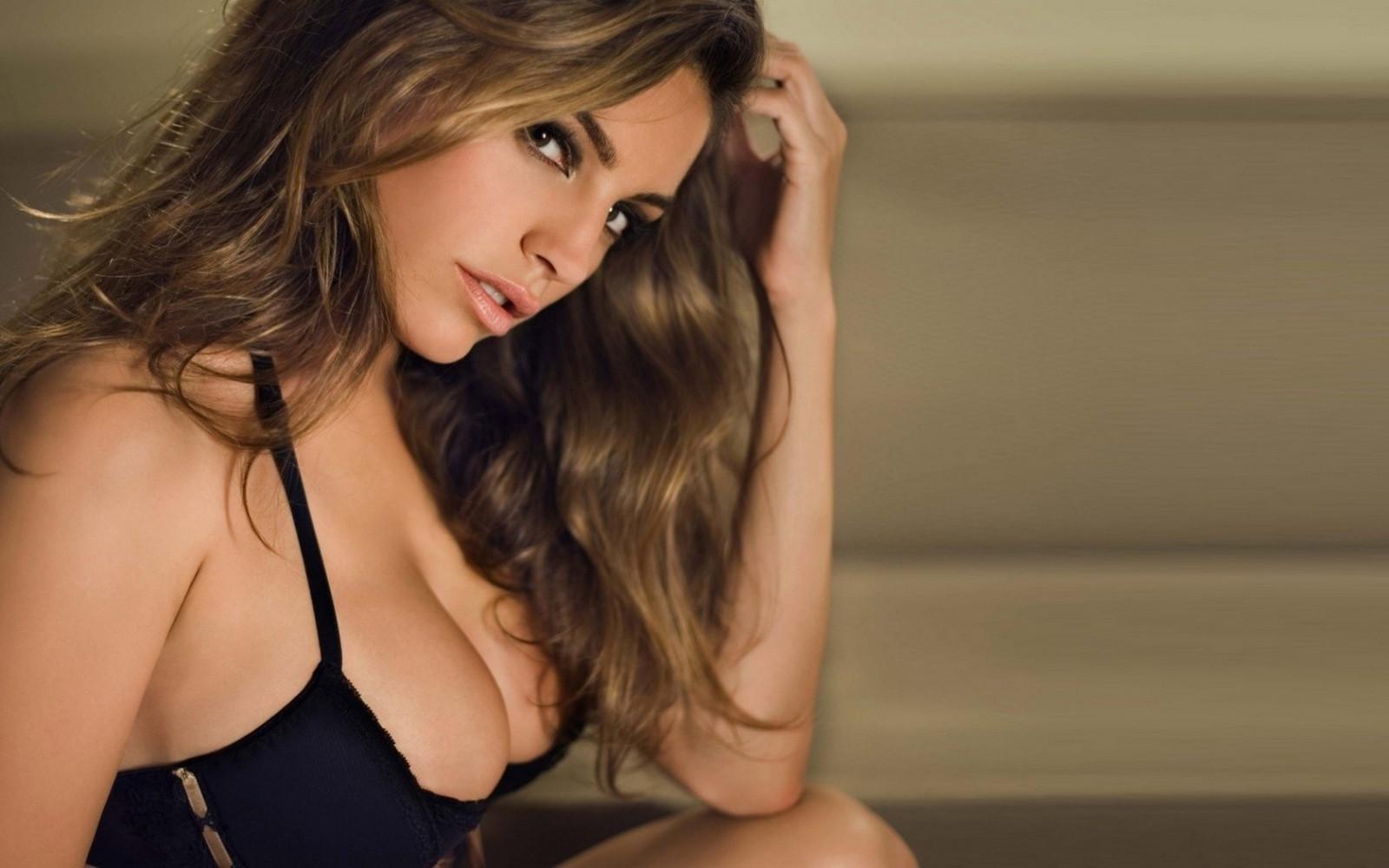приличные груди красивых девушек того