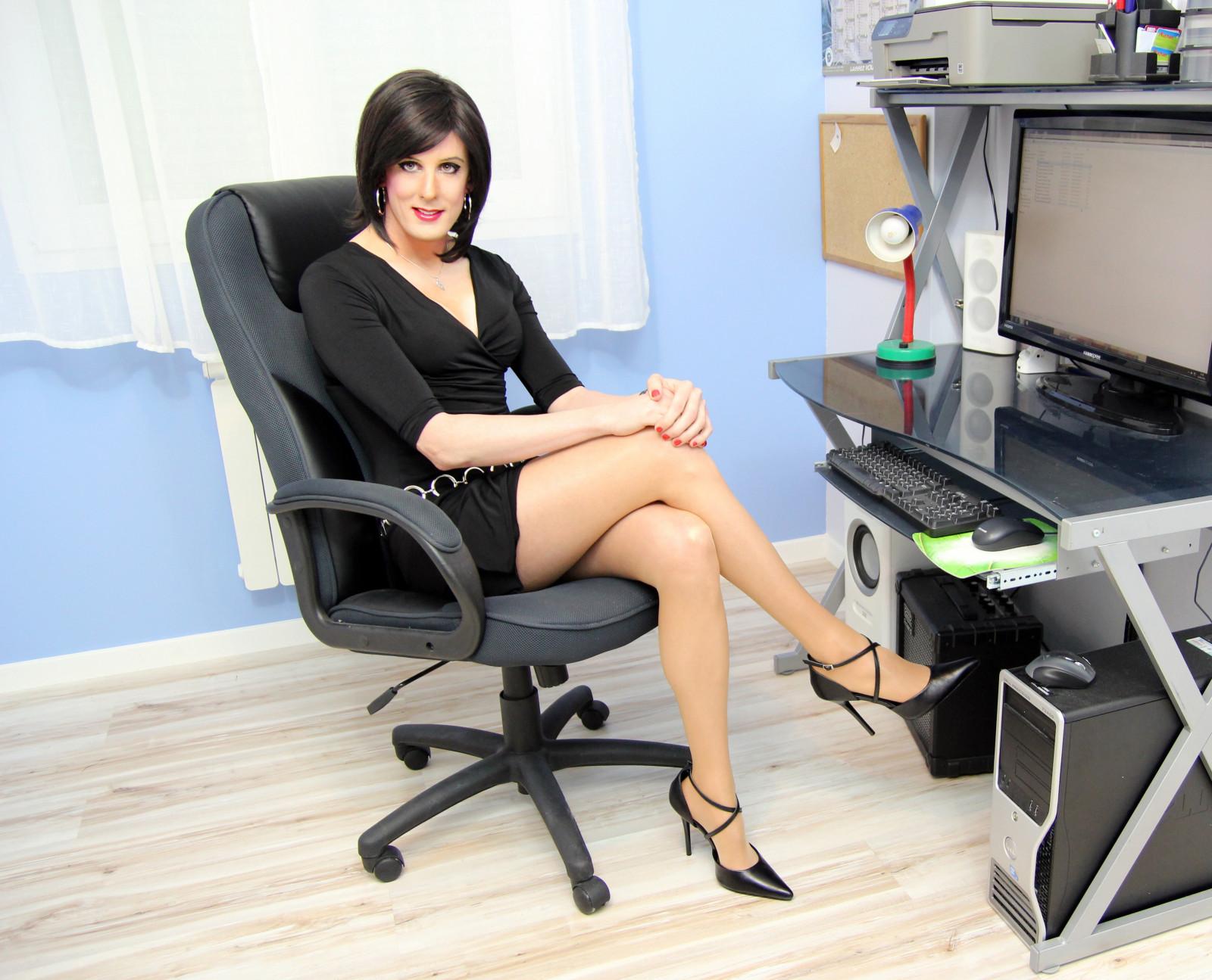 mezhdu-nozhek-biznes-ledi-foto