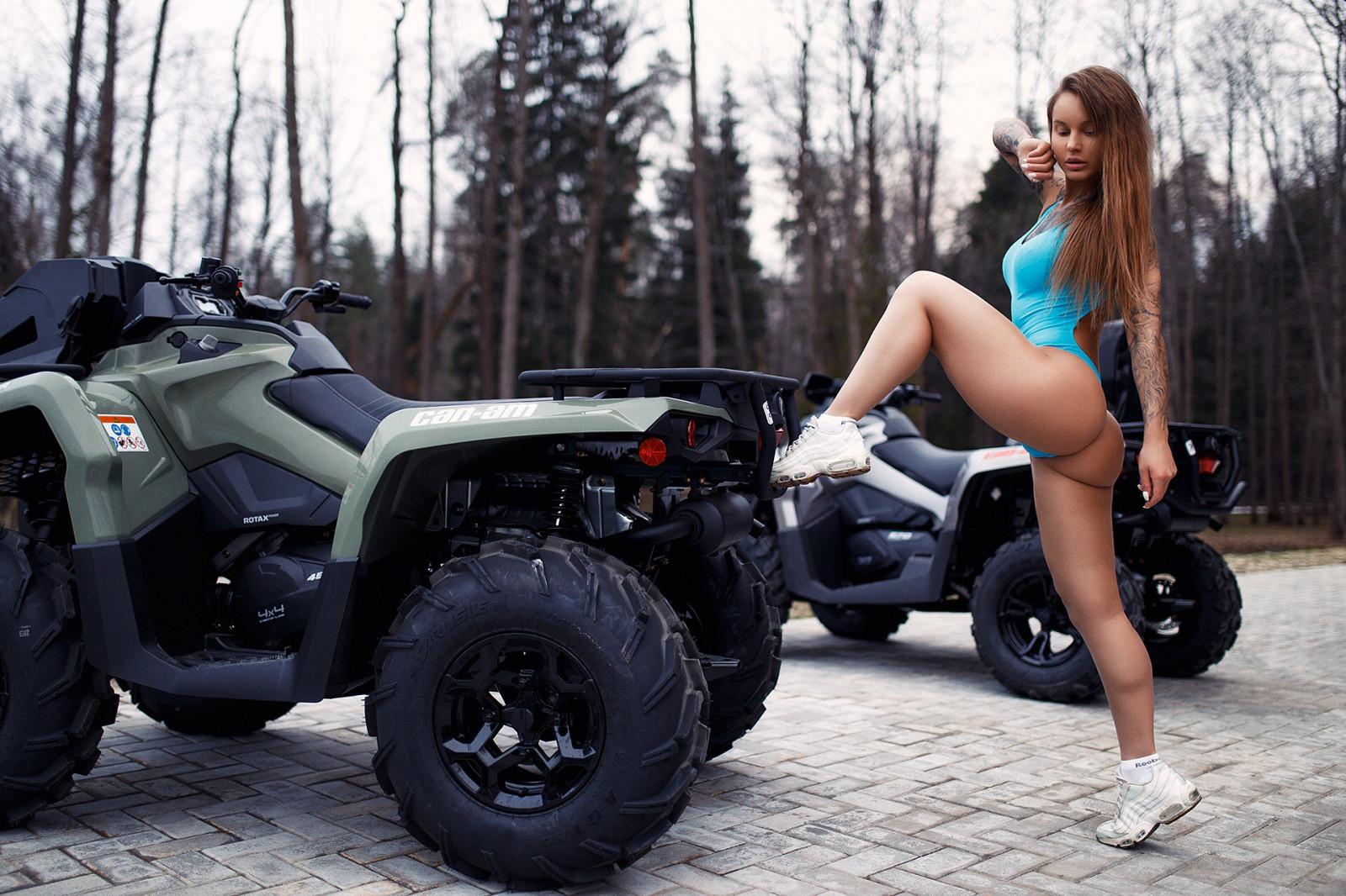 Девушка на квадроцикле картинка