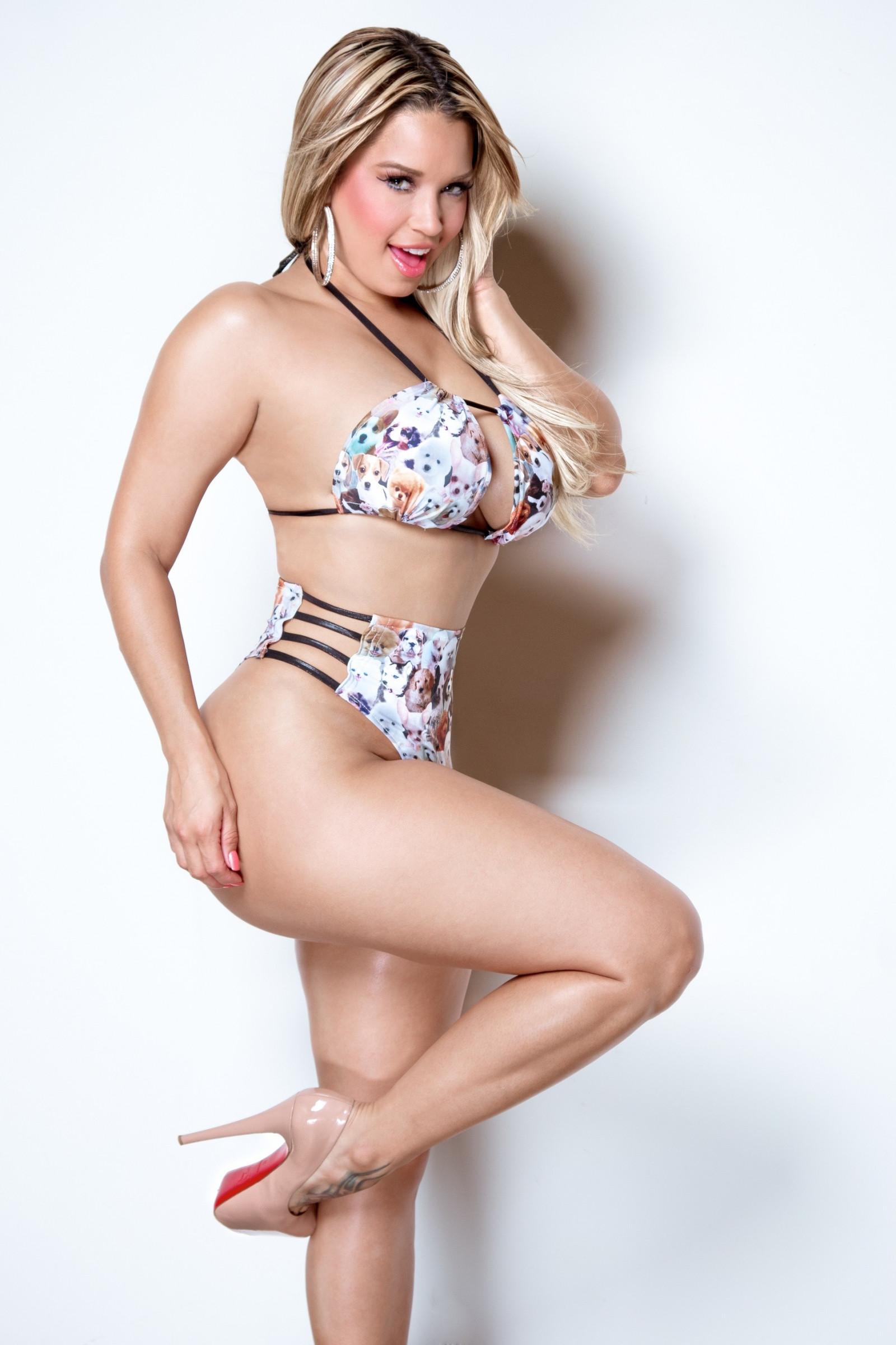 Nude curvy blondes