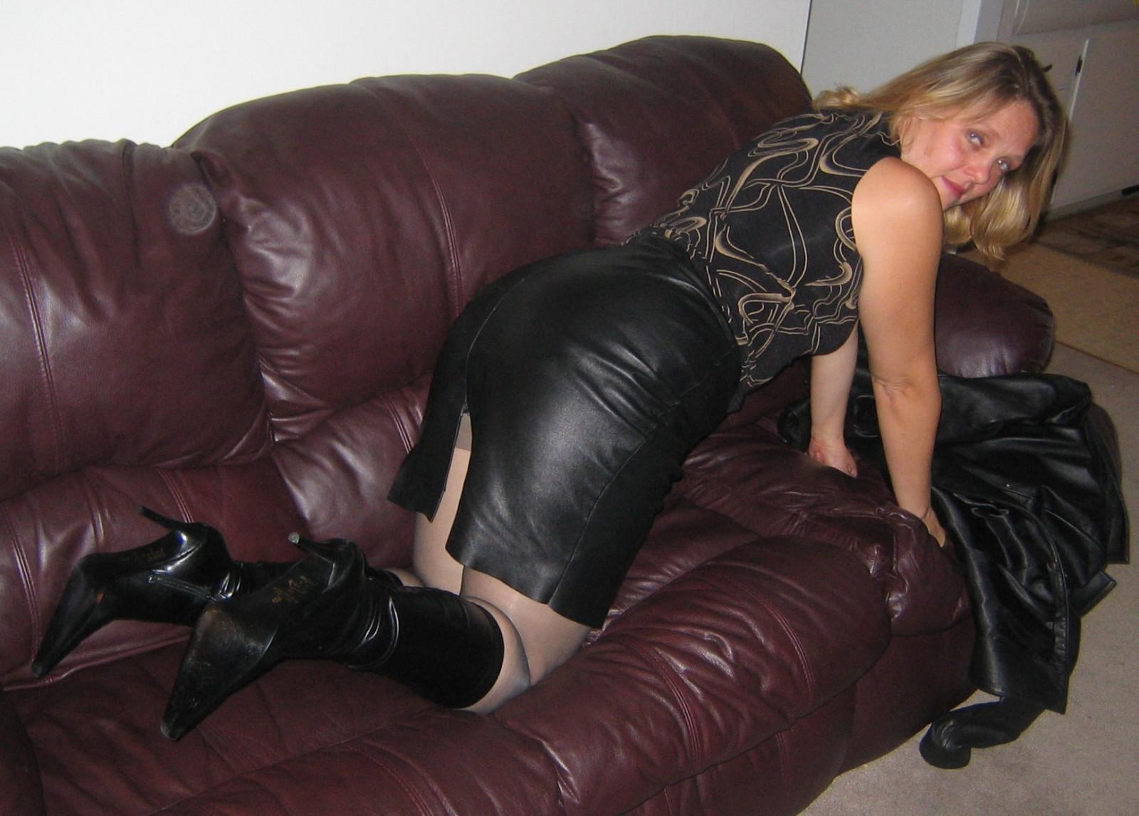 Ozadje Blonde, Ass, črni lasje, usta, škornji-9986