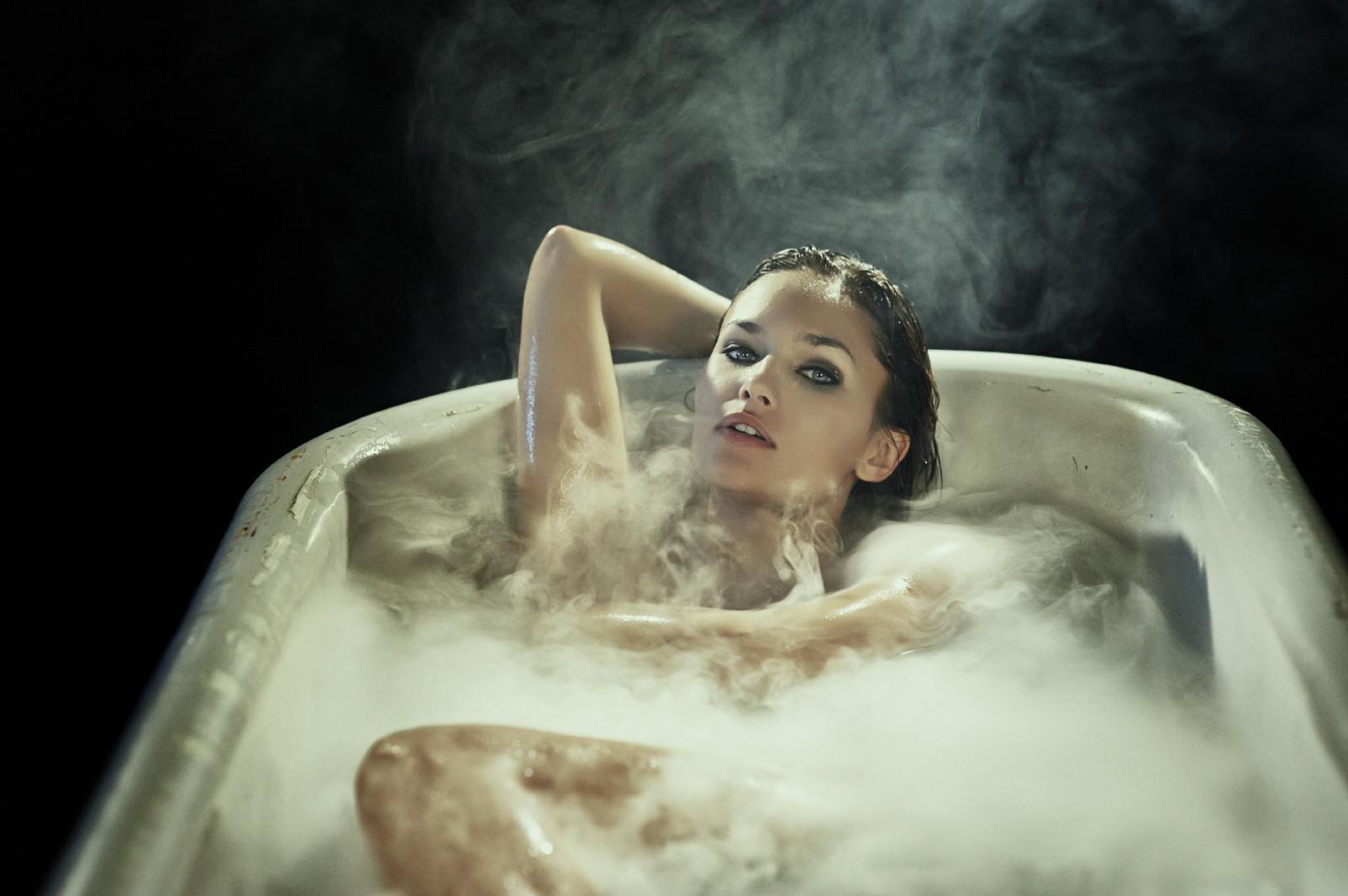 Женщина заперлась в ванной и начала, порнуха кончает телка