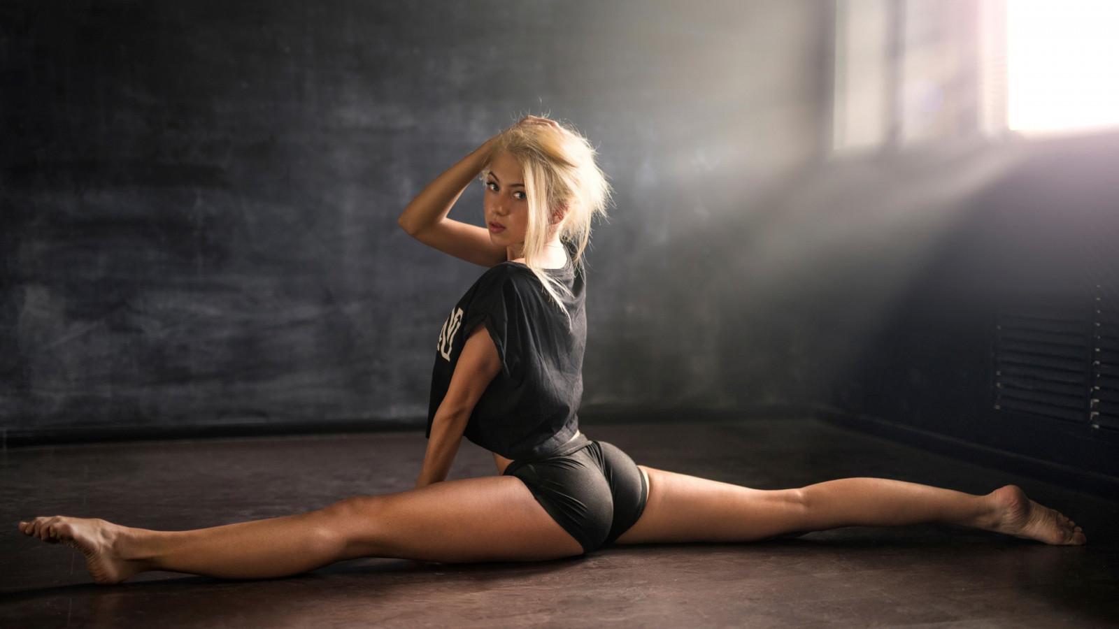 Wallpaper  Sports, Women, Blonde, Straight Hair, Long -7907