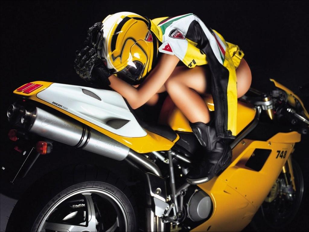 секс с байкерами на мотоциклах голые