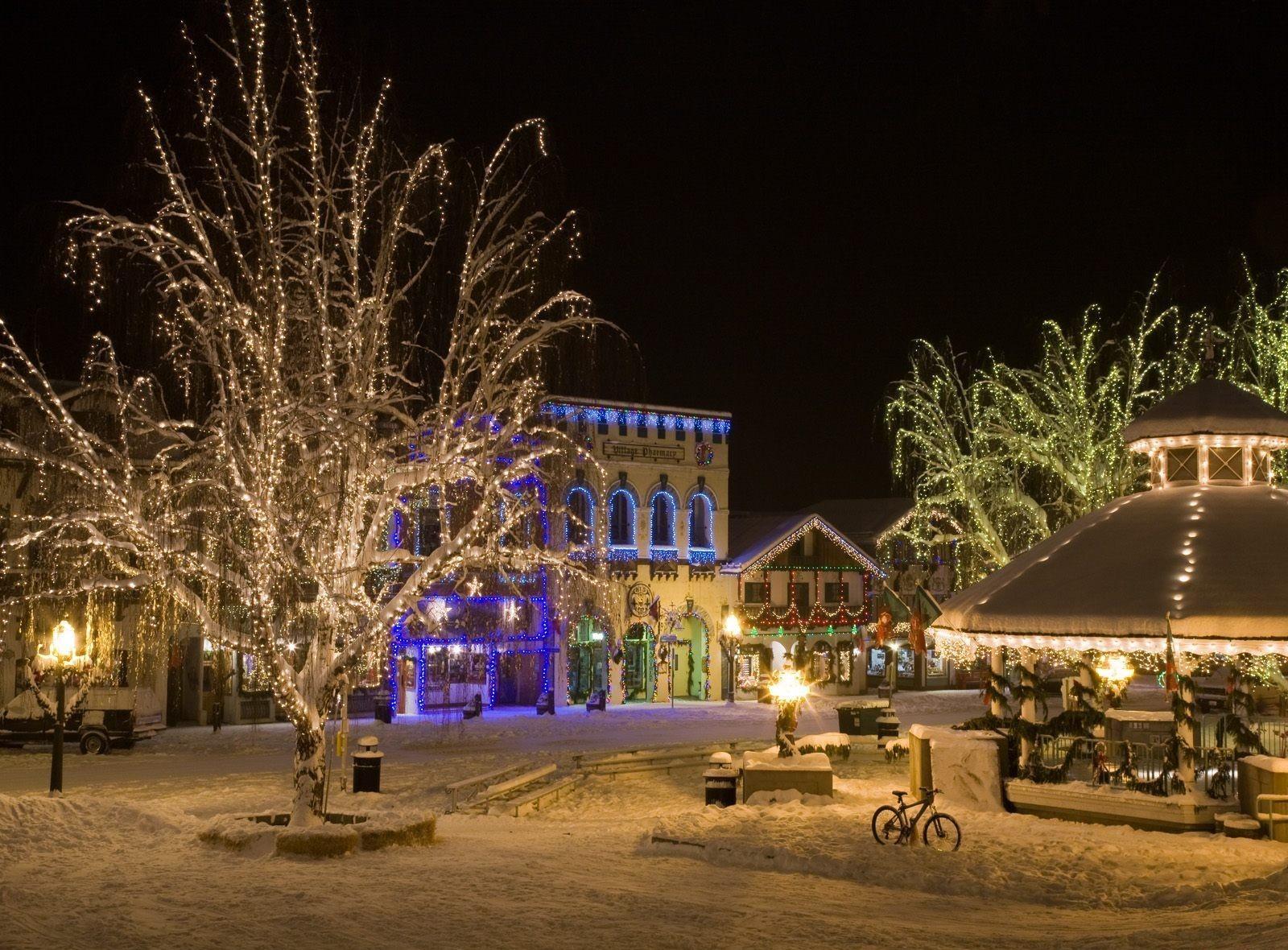 Sfondi Natalizi Bellissimi.Sfondi Strada Ghirlande Luci Notte Inverno Vacanza Natale