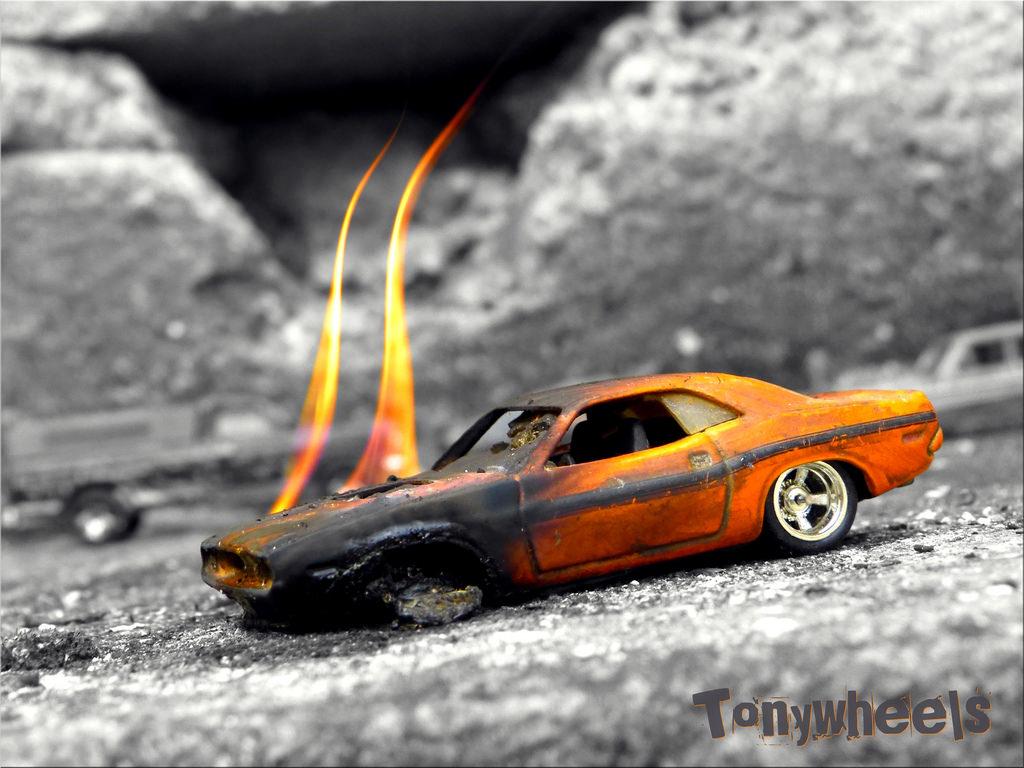 Bw Orange Hot Car Fire Miniature Wheels Nb Burning Burn Hotwheels 164 Dodge  Challenger Diorama Feu