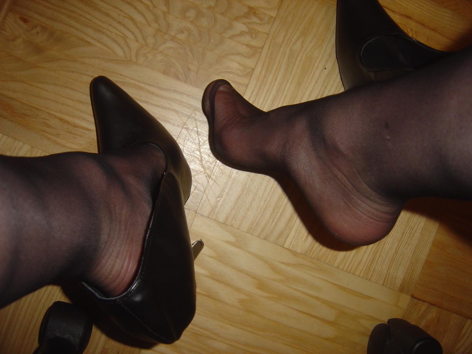 Wallpaper  Black, Stockings, Feet, Heels, Pumps, Toes -6606