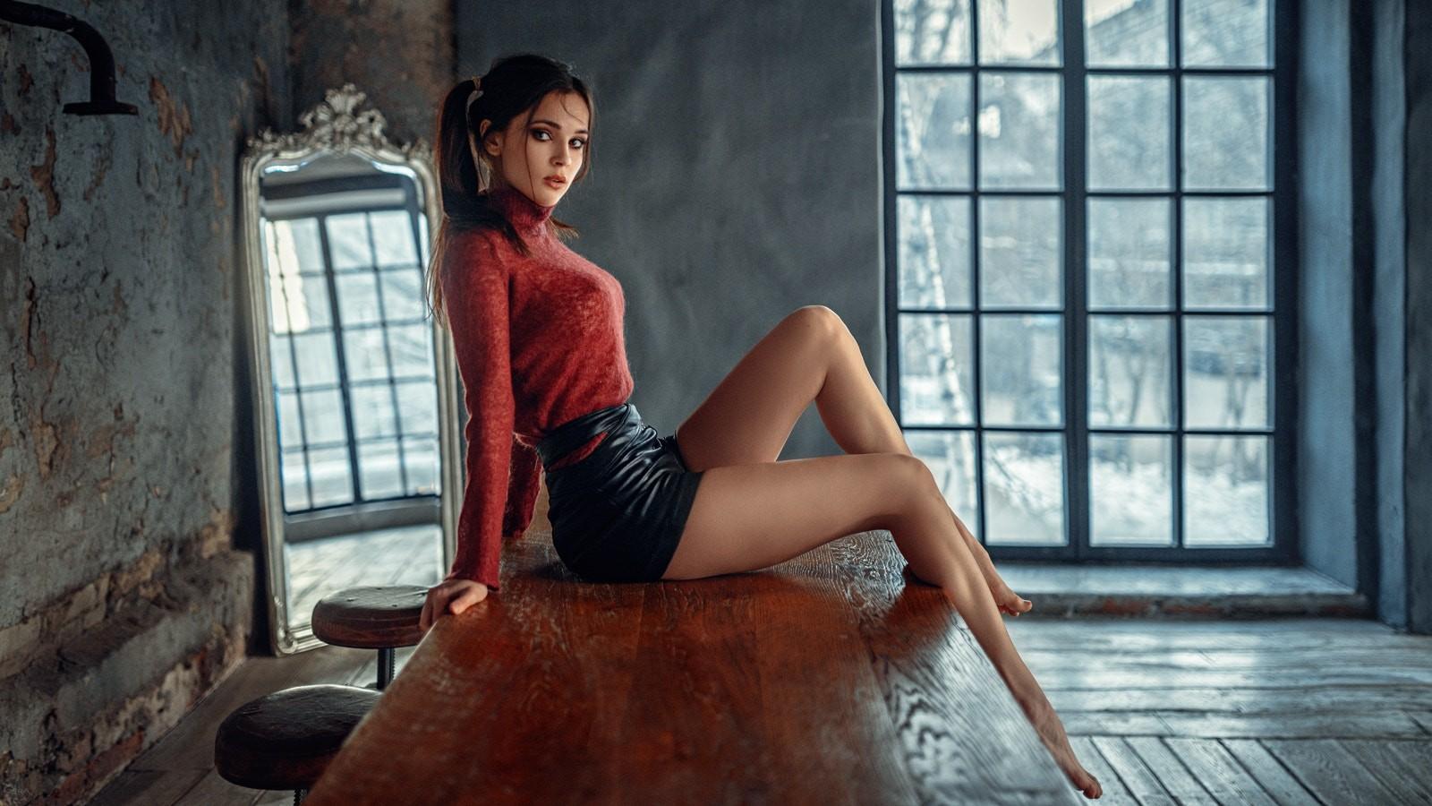 Georgy_Chernyadyev_women_model_looking_a