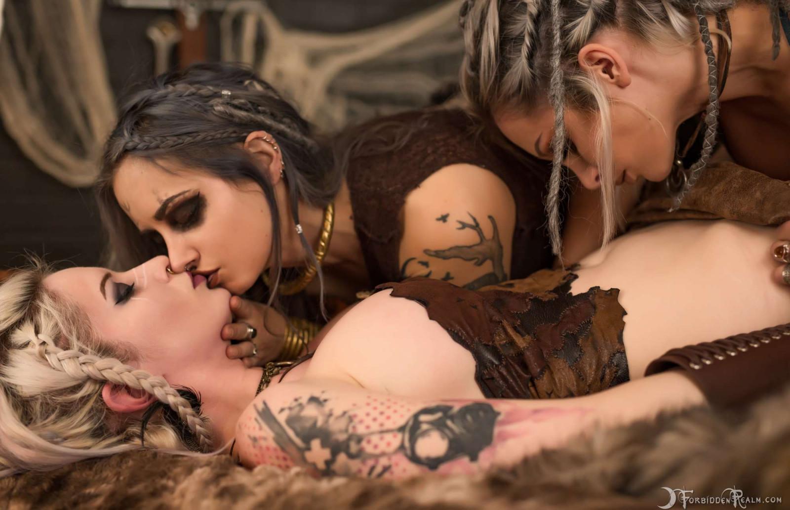 Порнография три лесбиянки в помещение