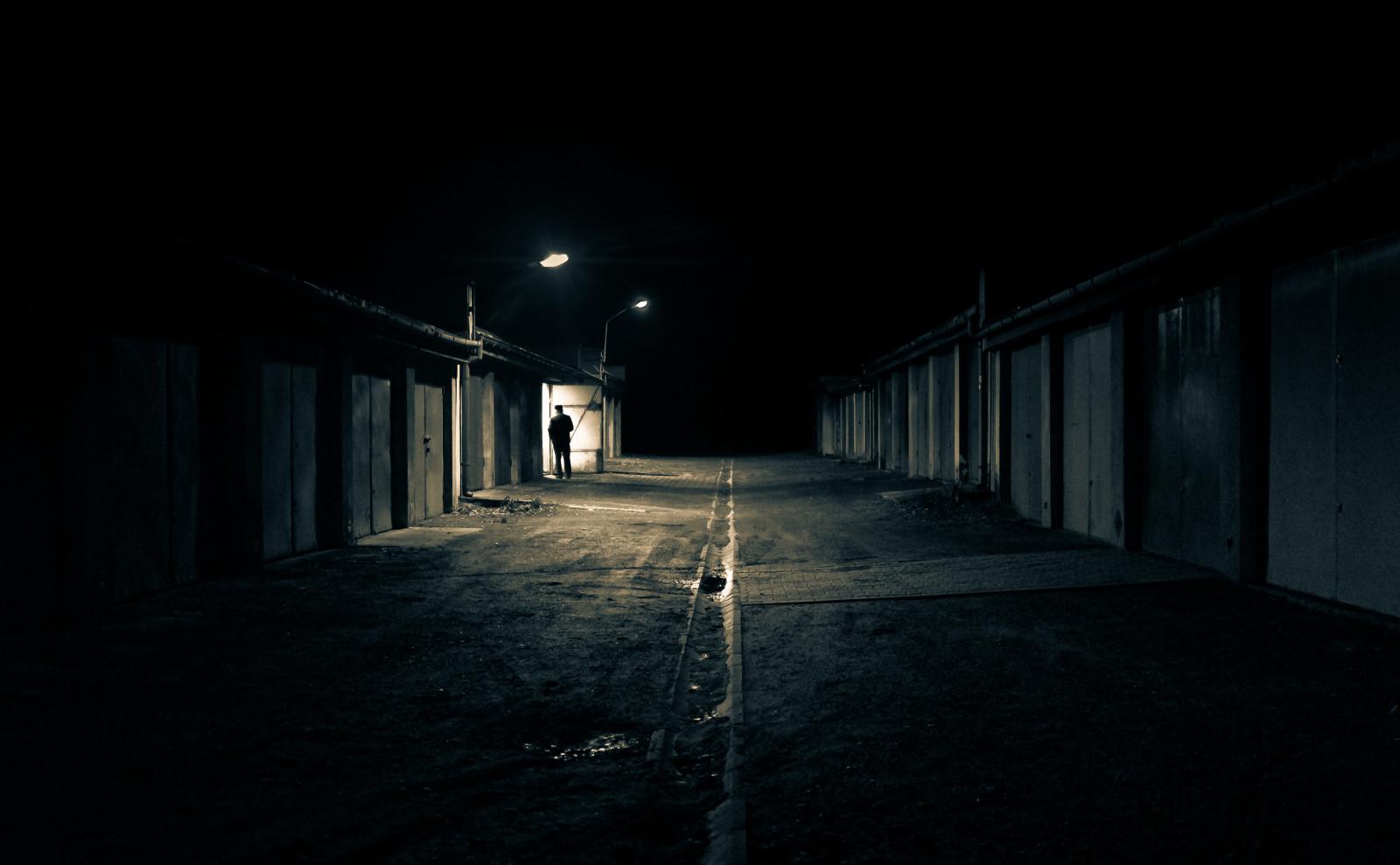 ... Atmosphäre, Stehen, Tür, Polen, Garagen, Garage, Mitternacht, Fujifilm,  Infrastruktur, Winkel, Gliwice, Licht, öffnen, Eins, Einsam, Draussen, Gasse,  ...