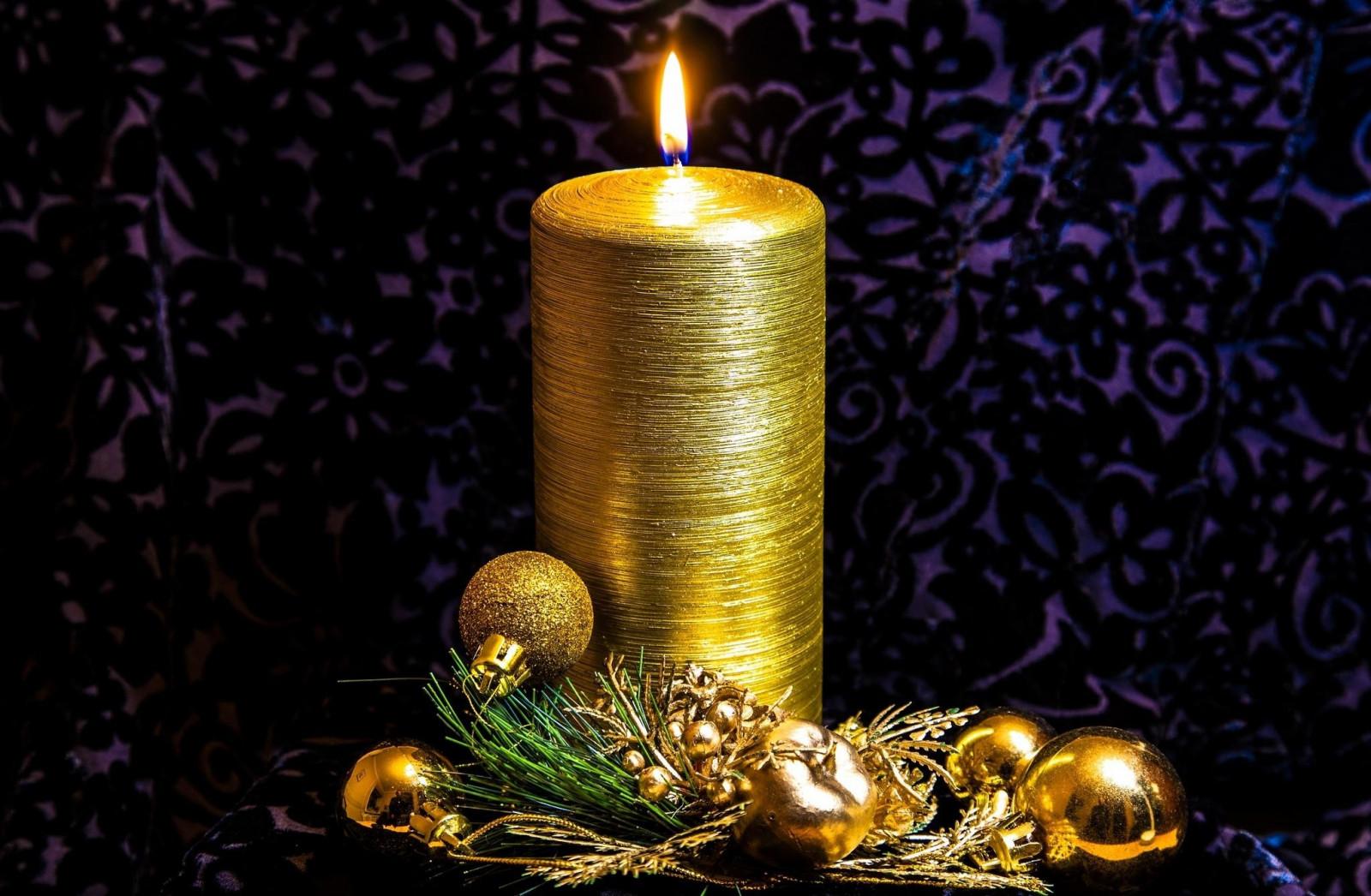 Новогодние картинки свеча с игрушками