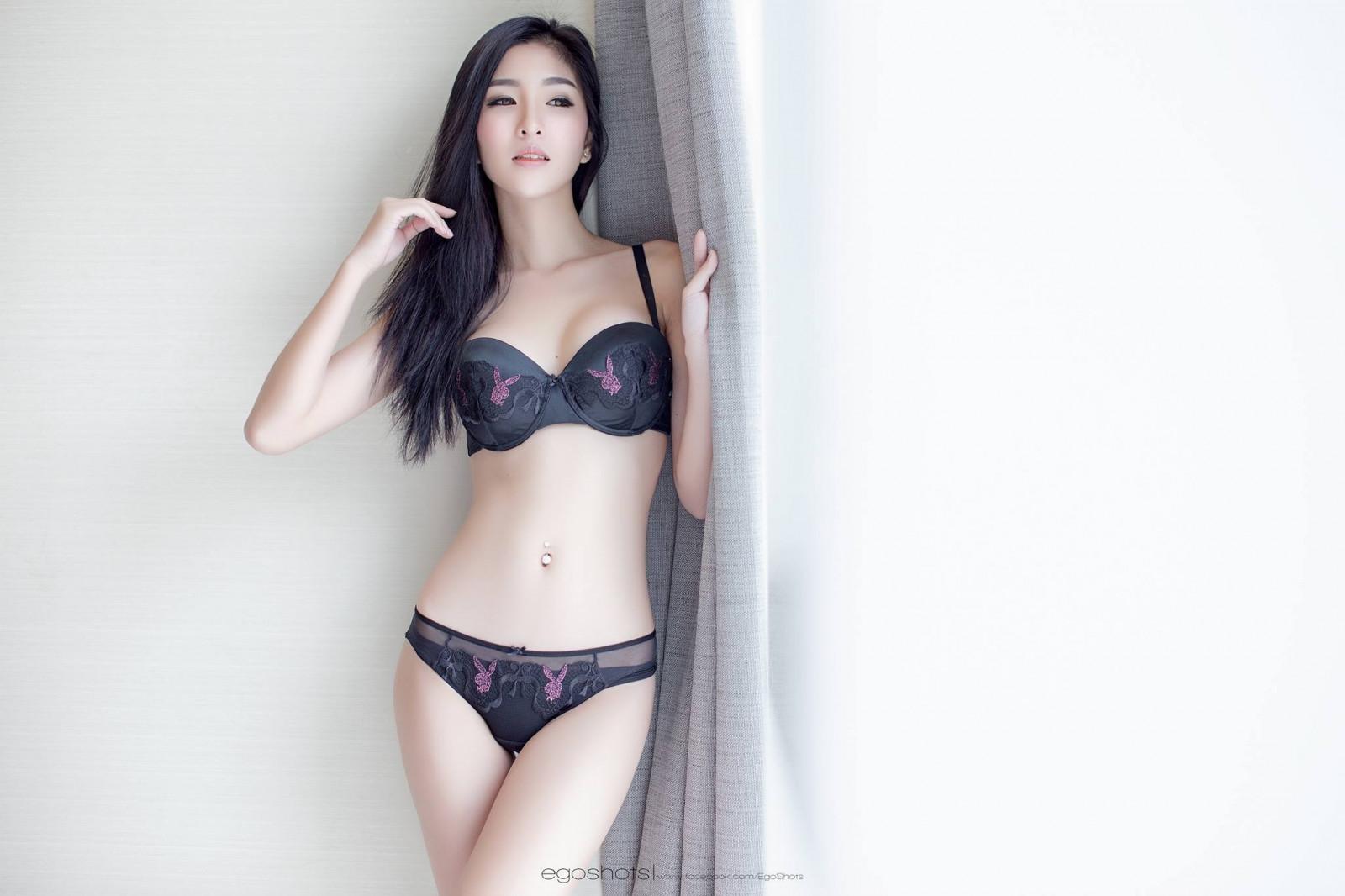 девушки в нижнем белье азиатки рейс зарегистрировалась дома