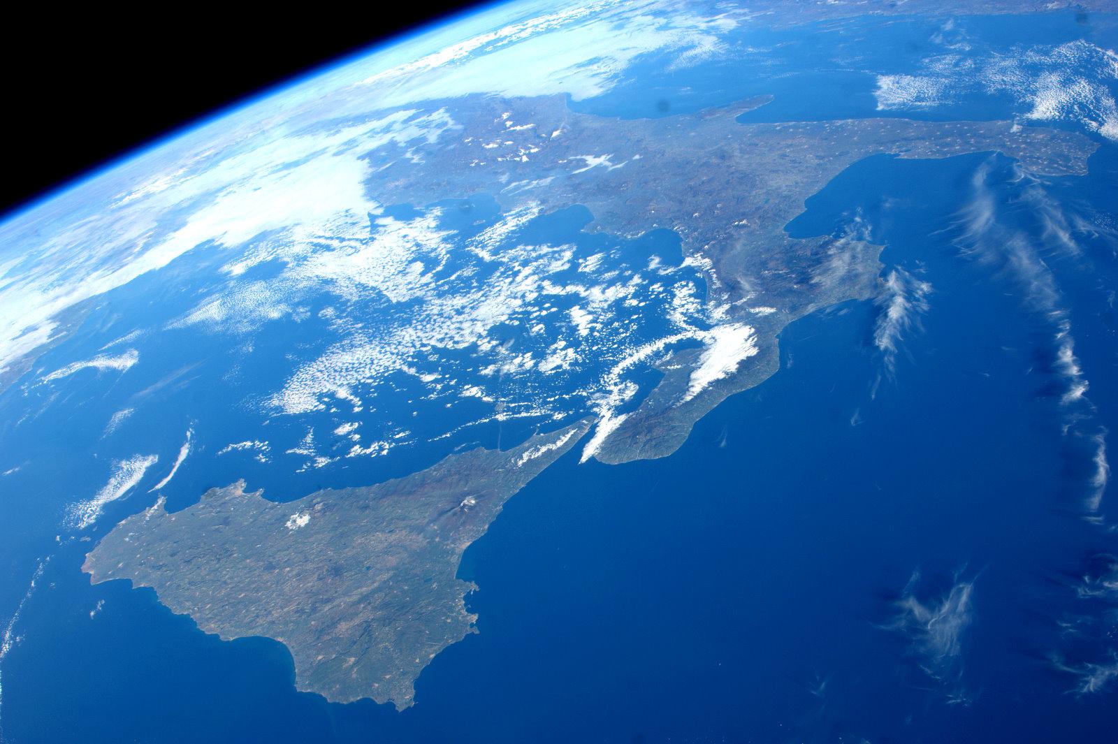 место океан фото с космоса красной