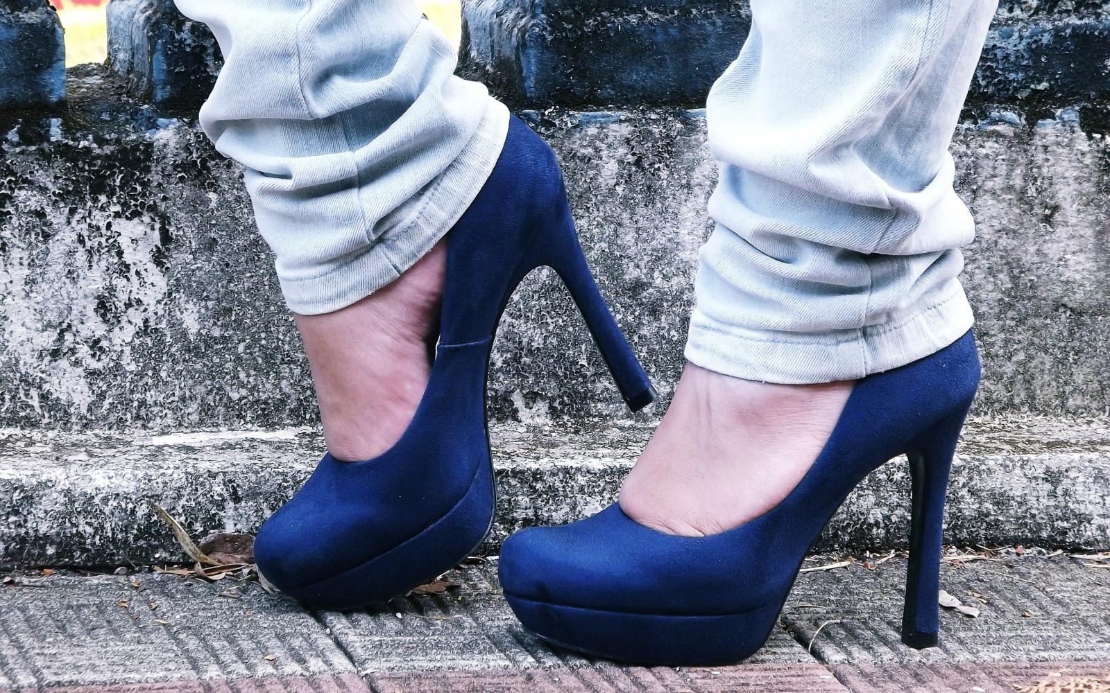 Фото девушек на высоких каблуках на аву в