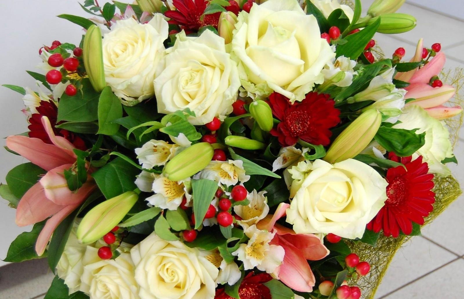 Цветы которыми украшают букеты, рублей 300