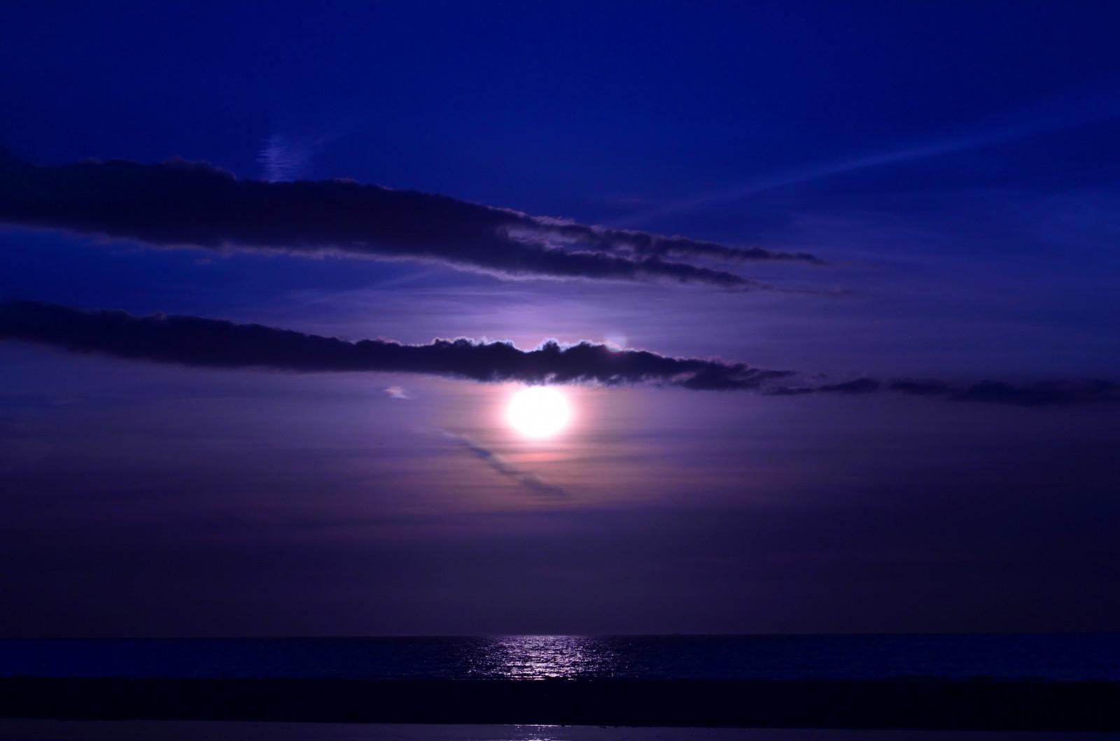Открытки доброе, картинки вечер море и луна