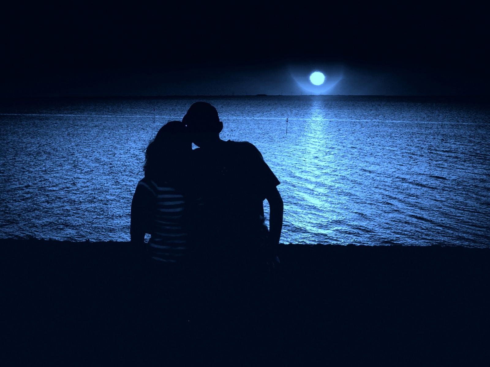 Картинки с парнем и девушкой обнимаются ночью, сверхъестественное кастиэль