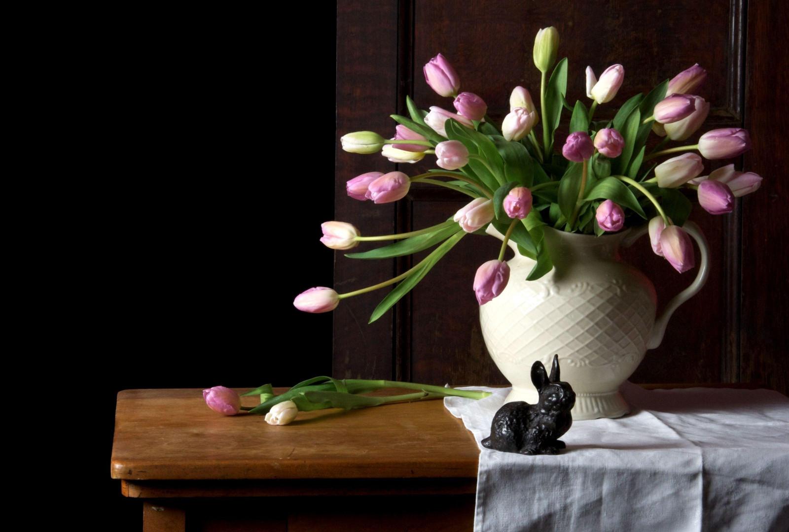 Поздравлением день, картинки красивые тюльпаны в вазе