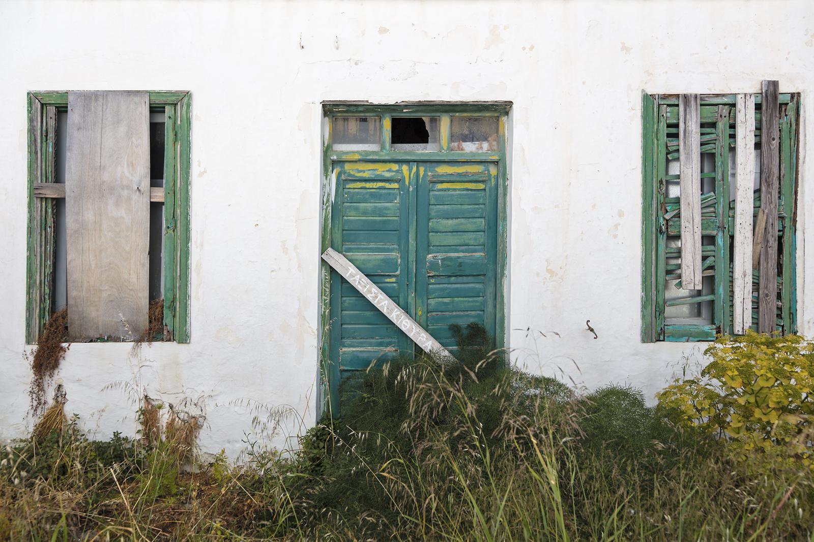 Fond d 39 cran fen tre mur bois maison vert bleu for Fenetre urbaine