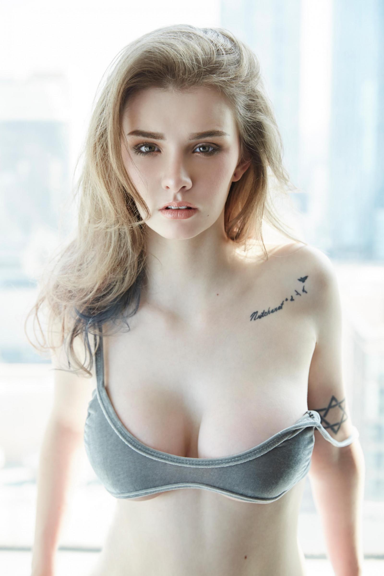 Wallpaper  Jessie Vard, Natural Boobs, White Skin, Women, Mussed Hair, Pale, Cleavage, Big Boobs, Blonde, Model, Looking At Viewer, Tattoo -9634