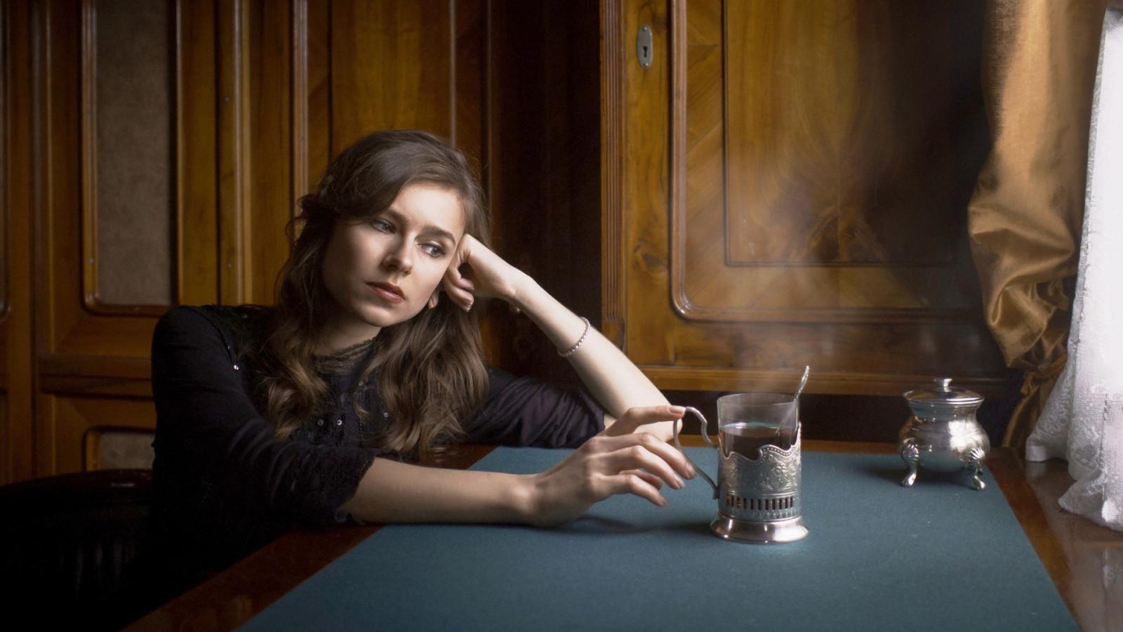 Развлечение одинокой женщины, фистинг микро бикини