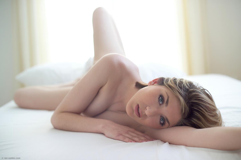 obscene milf lady pussy nude