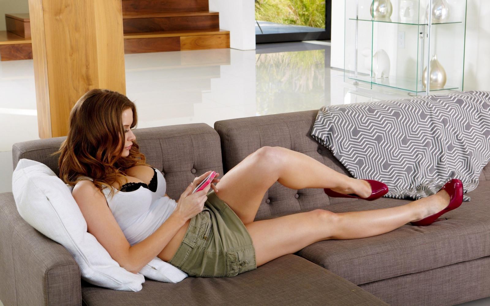 жизнь женщины на диване онлайн кириченко занимается