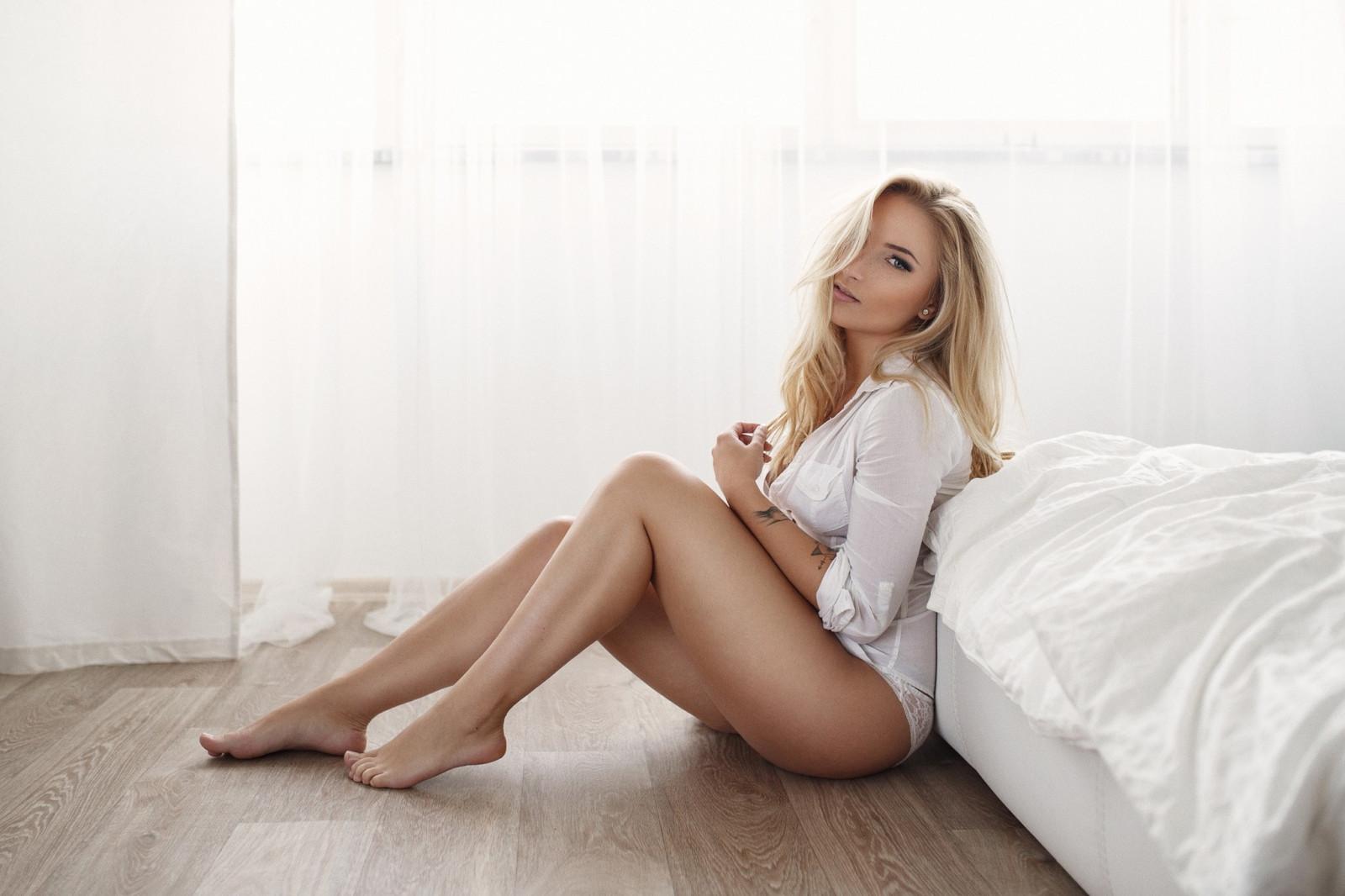 blondinki-v-sorochkah