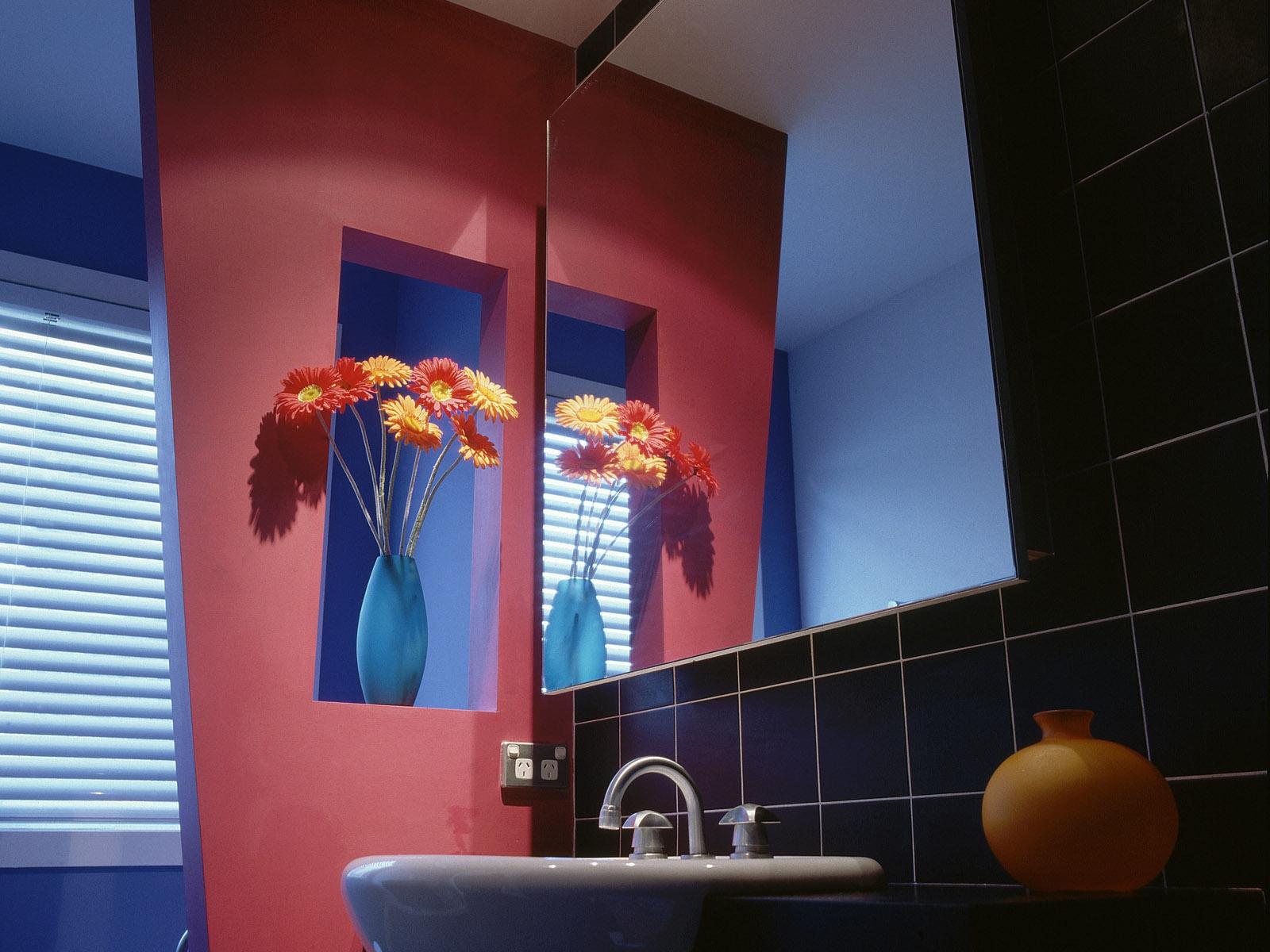 Sfondi fiori camera parete blu bicchiere specchio interior