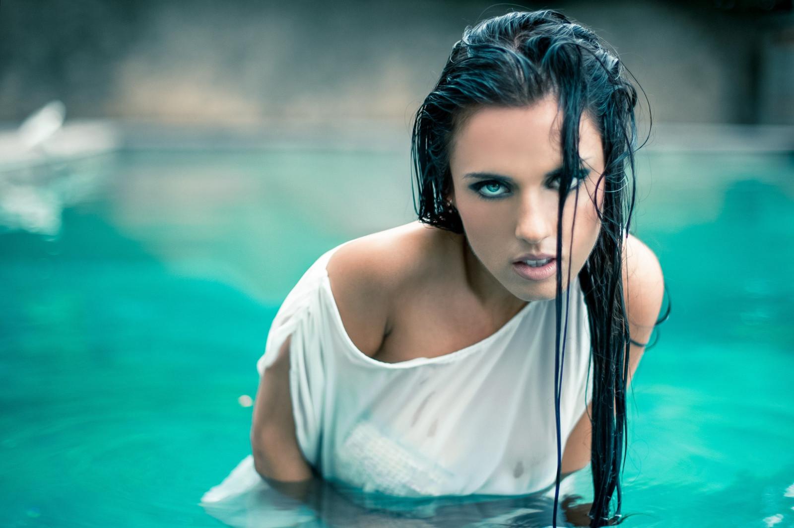 выжить обворожительные женщины фото мокрые приобретает характерный